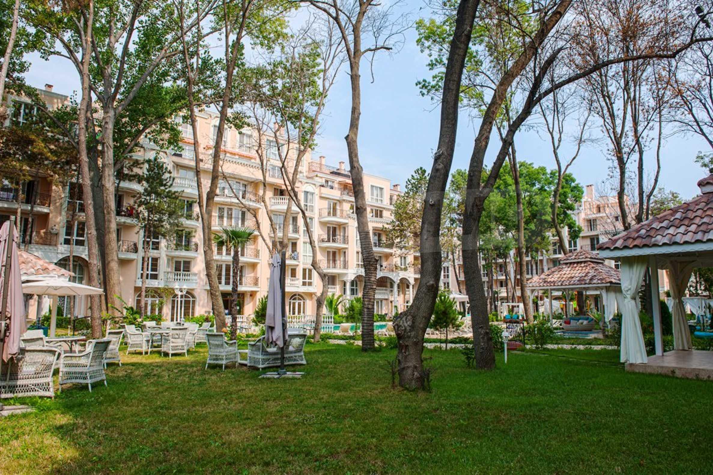 Dawn Park Royal Venera Palace 11