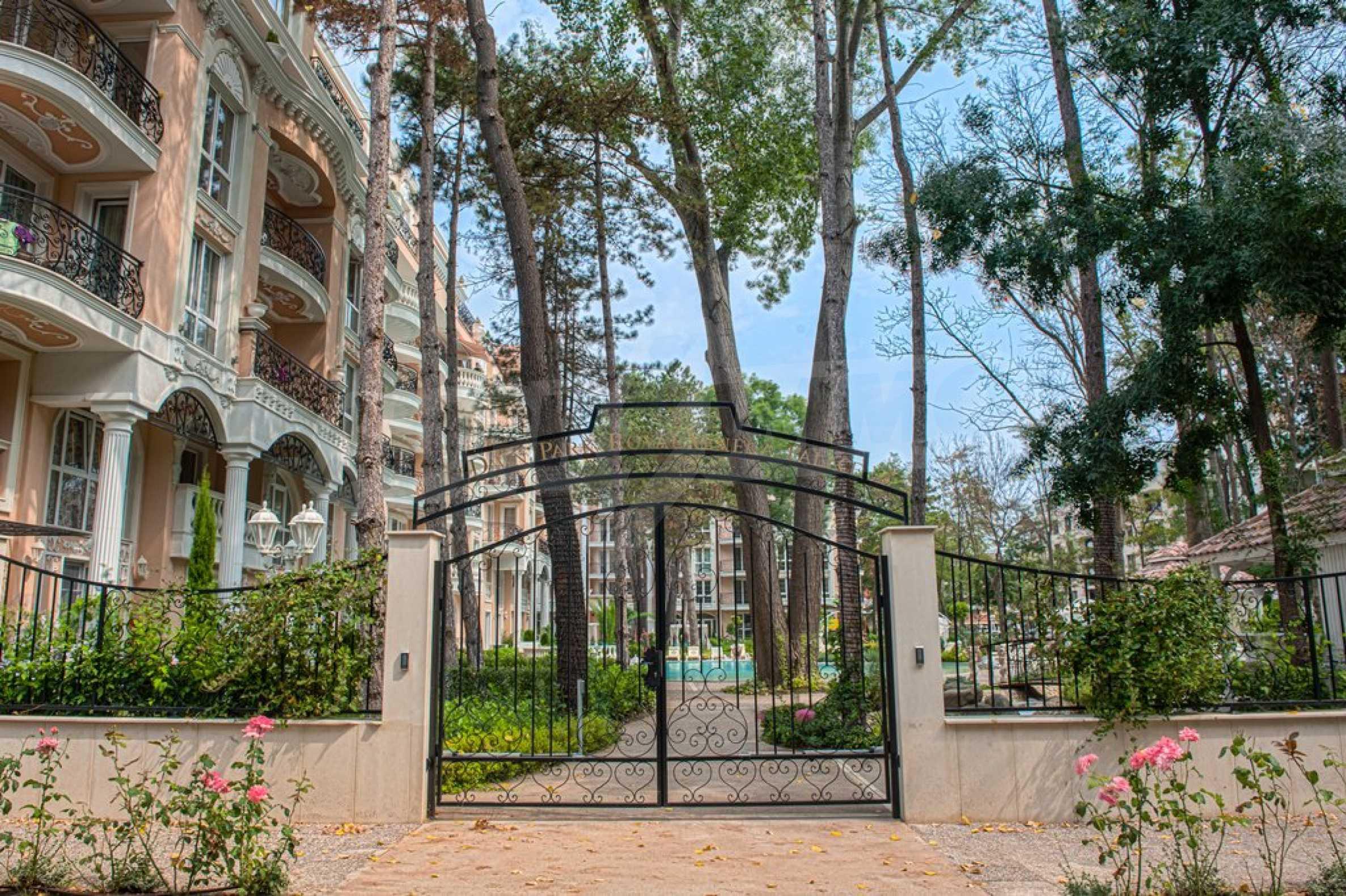 Dawn Park Royal Venera Palace 16