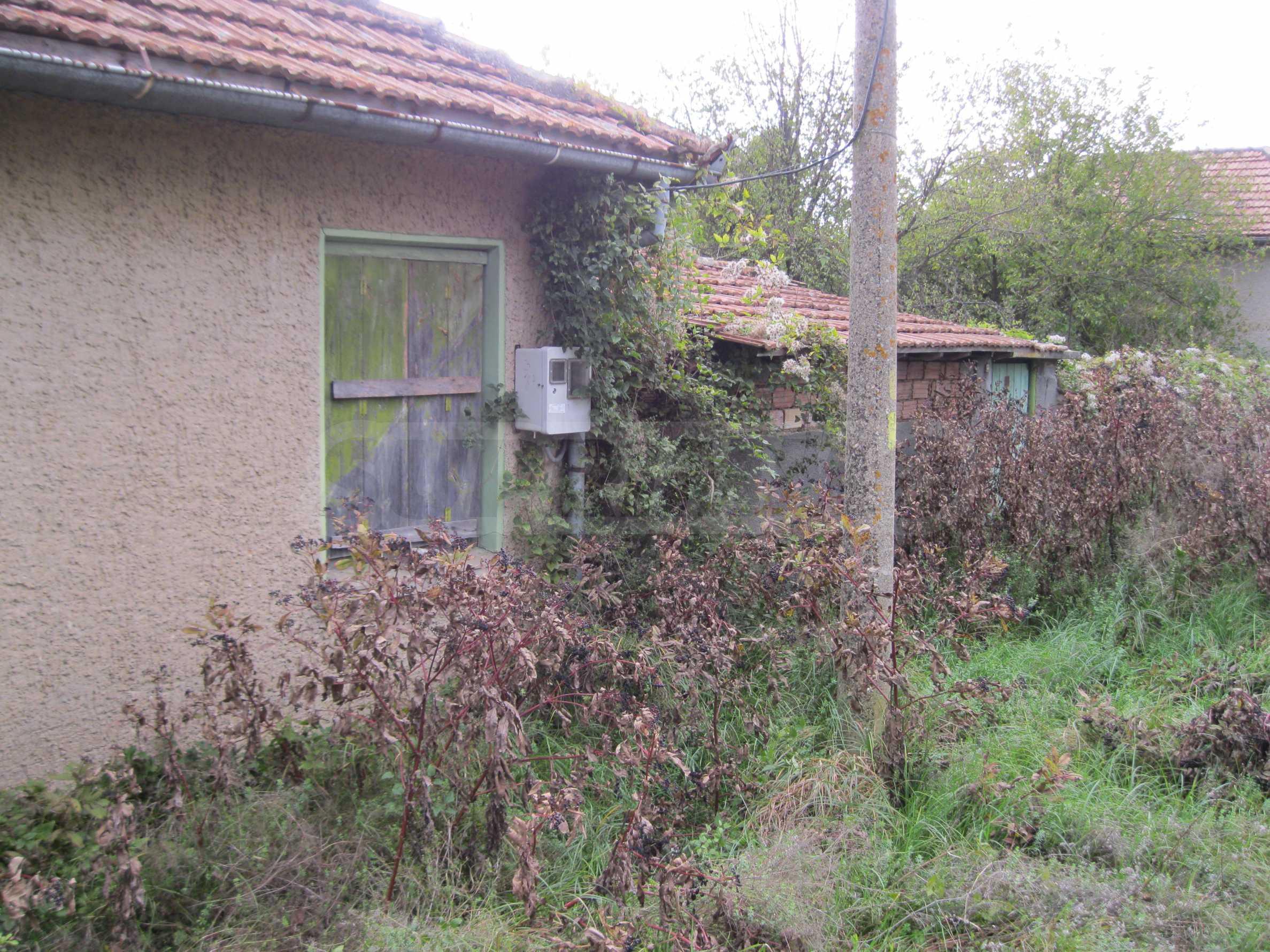 Backsteinhaus in einem Dorf, nur 100 Meter von der Hauptstraße entfernt