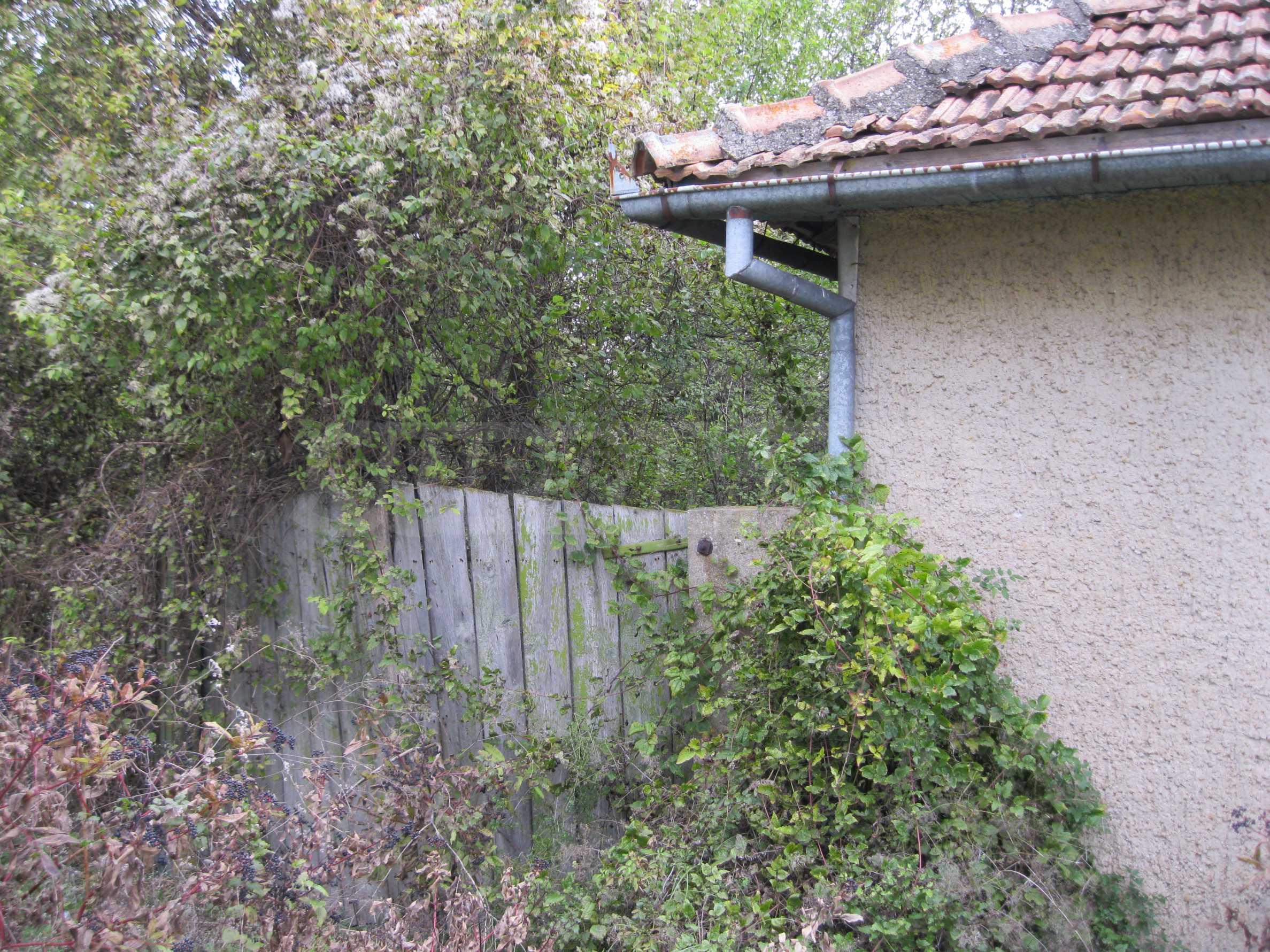 Backsteinhaus in einem Dorf, nur 100 Meter von der Hauptstraße entfernt 2