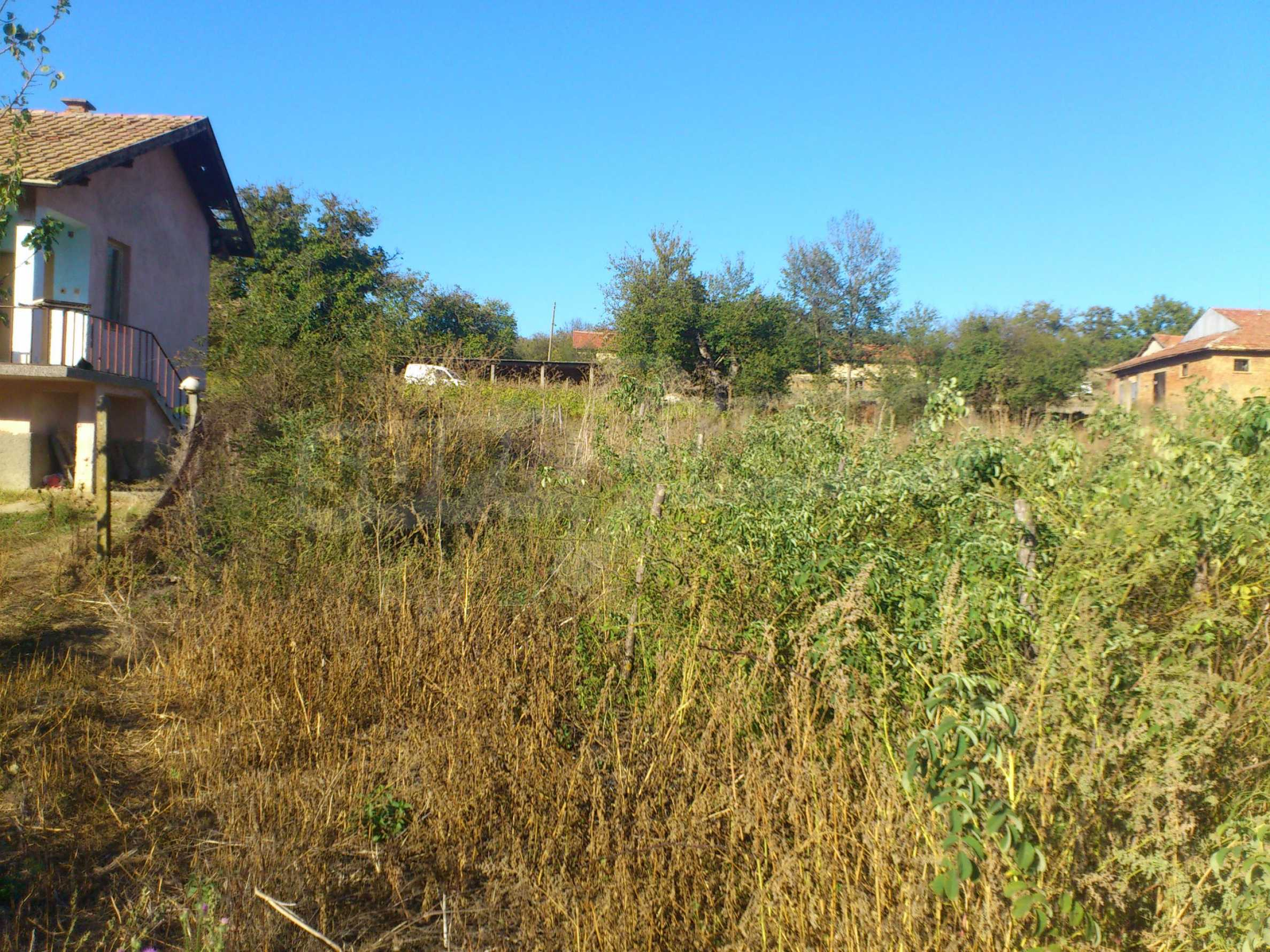 A farm with outbuildings located 8 km. from the town of Dryanovo 10