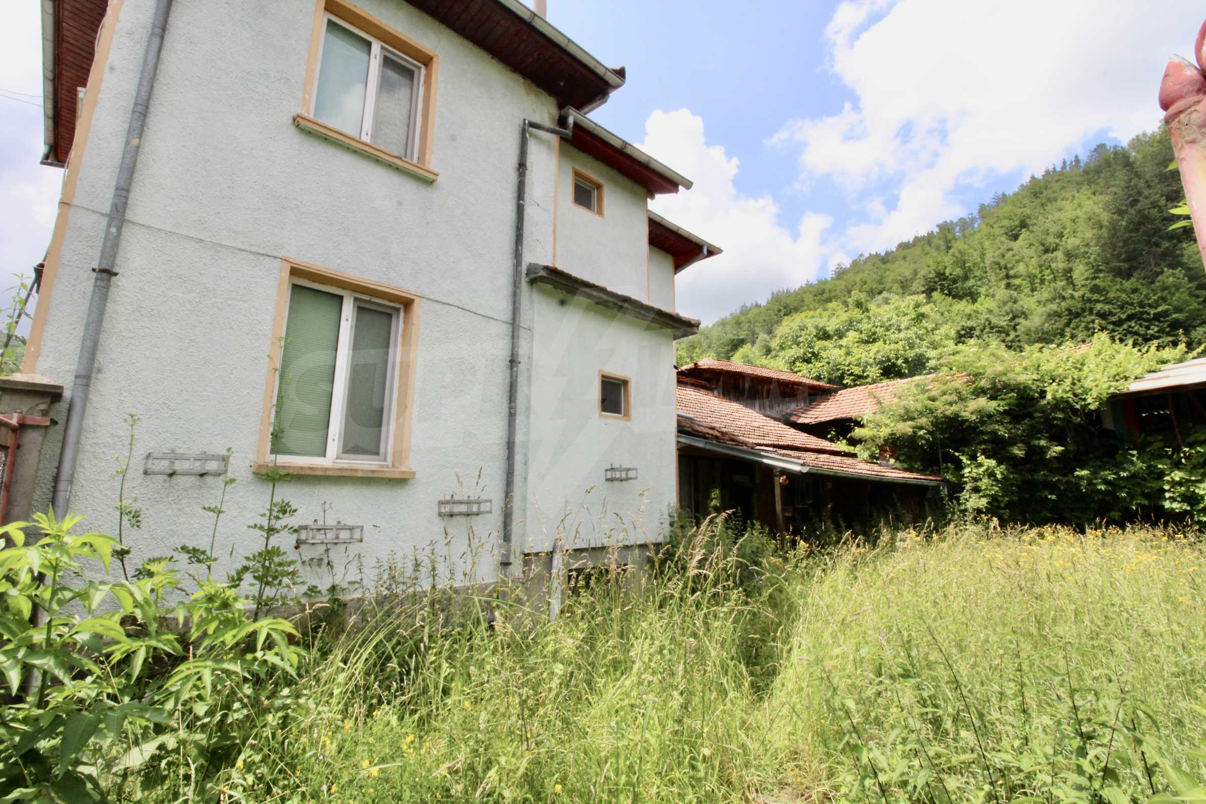A cosy family guest house situated in Troyanski Balkan 43