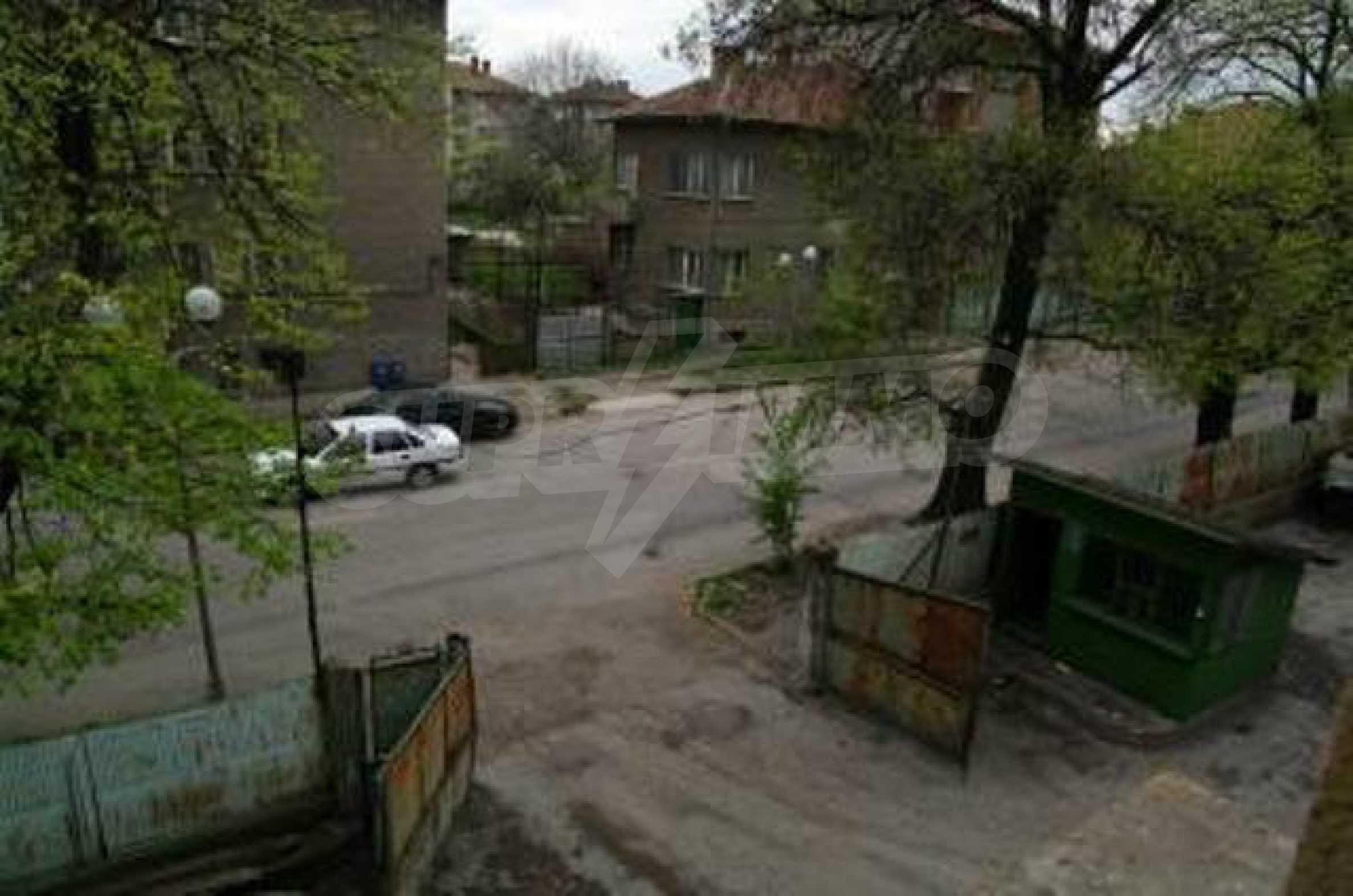Massives dreistöckiges Lagerhaus in einer Stadt 40 km von Veliko Tarnovo entfernt 16