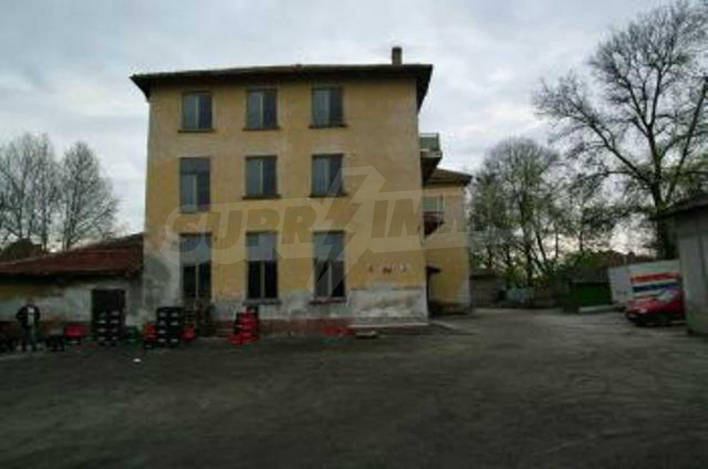 Massives dreistöckiges Lagerhaus in einer Stadt 40 km von Veliko Tarnovo entfernt 3