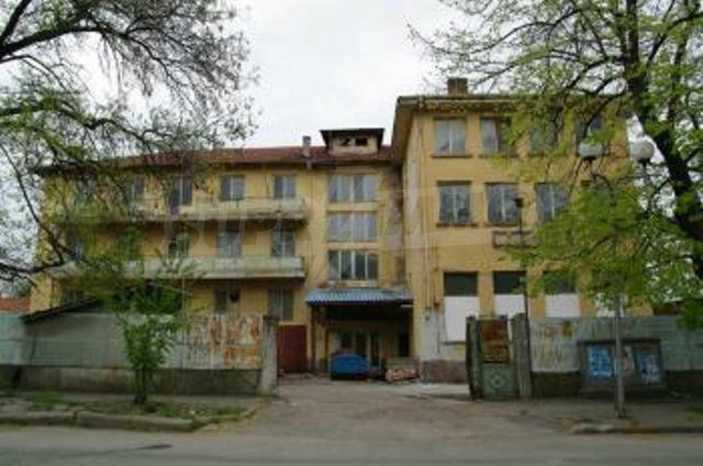Massives dreistöckiges Lagerhaus in einer Stadt 40 km von Veliko Tarnovo entfernt 5