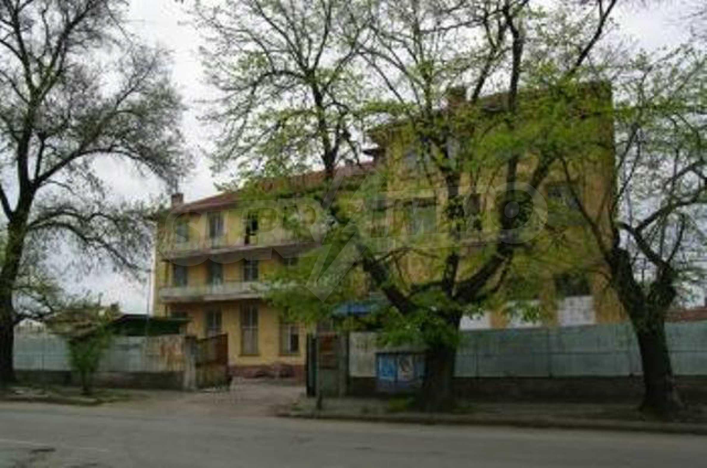 Massives dreistöckiges Lagerhaus in einer Stadt 40 km von Veliko Tarnovo entfernt 6