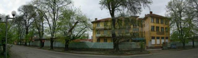 Massives dreistöckiges Lagerhaus in einer Stadt 40 km von Veliko Tarnovo entfernt 8