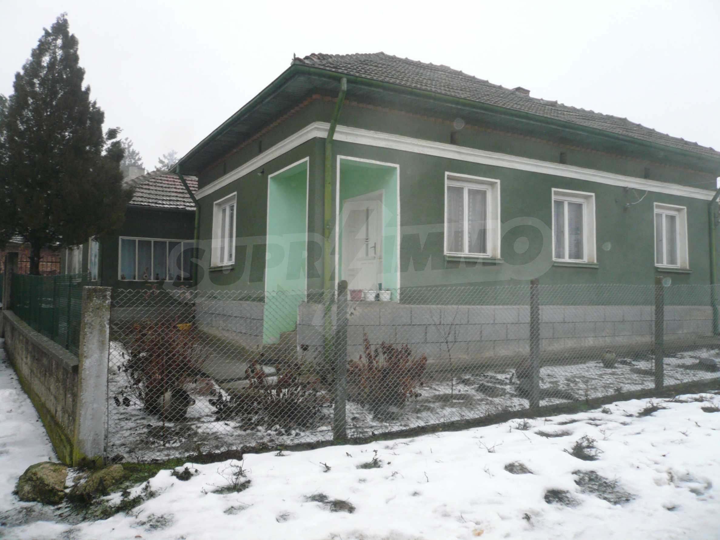 Massive house with summer kitchen 13 km from Vidin