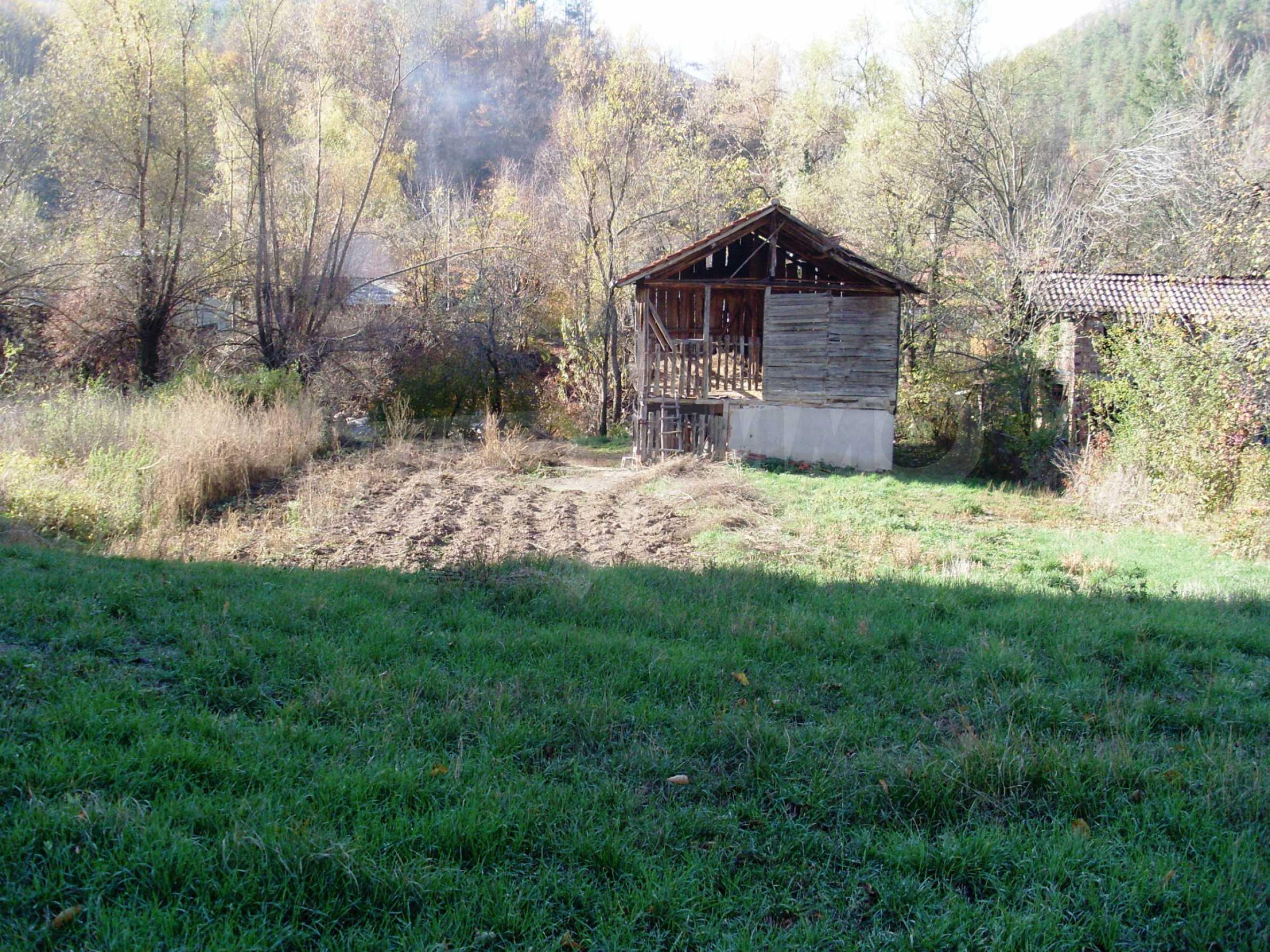 Geregeltes Grundstück in der Nähe des Flusses in Ribaritsa