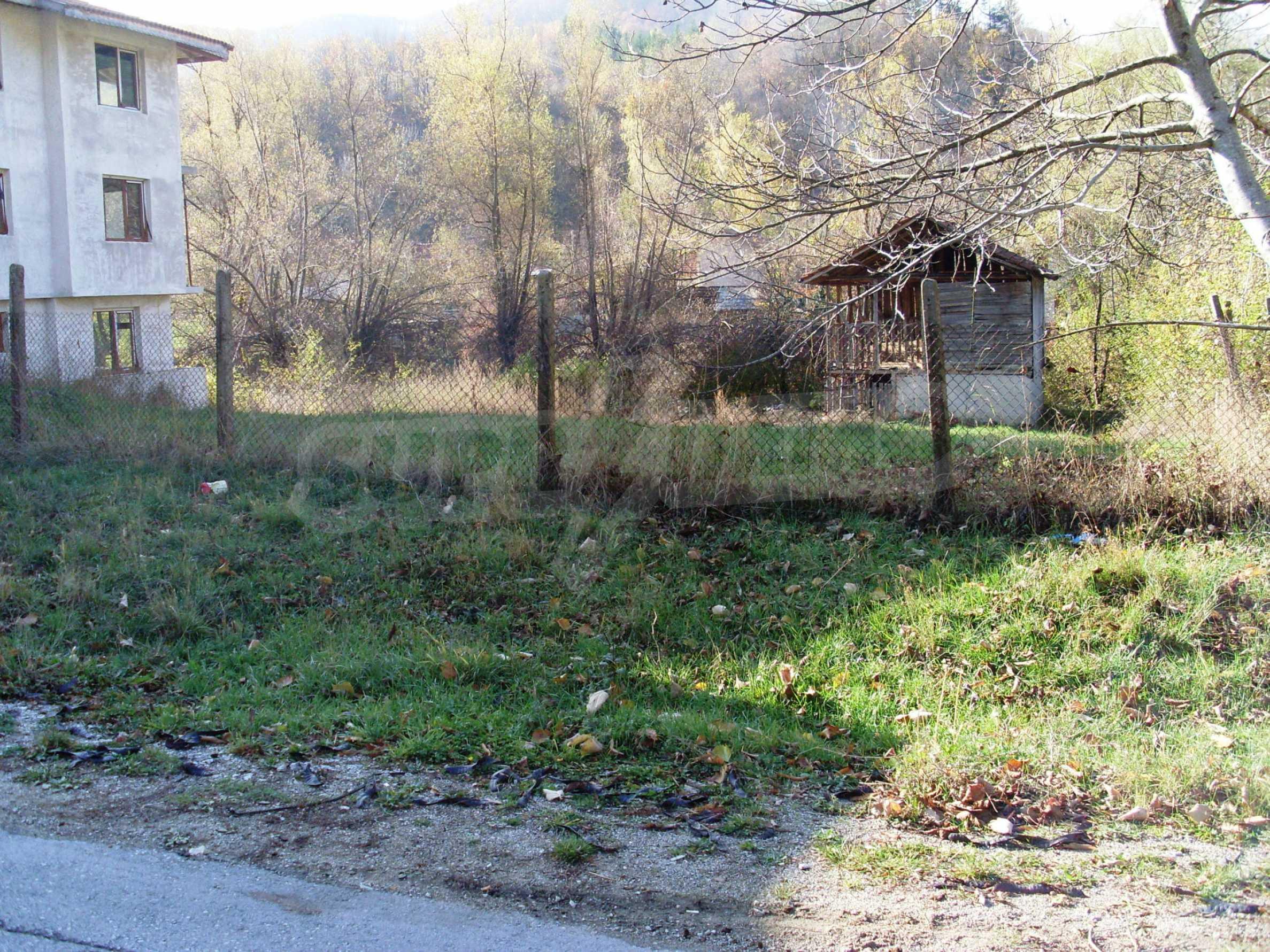 Geregeltes Grundstück in der Nähe des Flusses in Ribaritsa 1