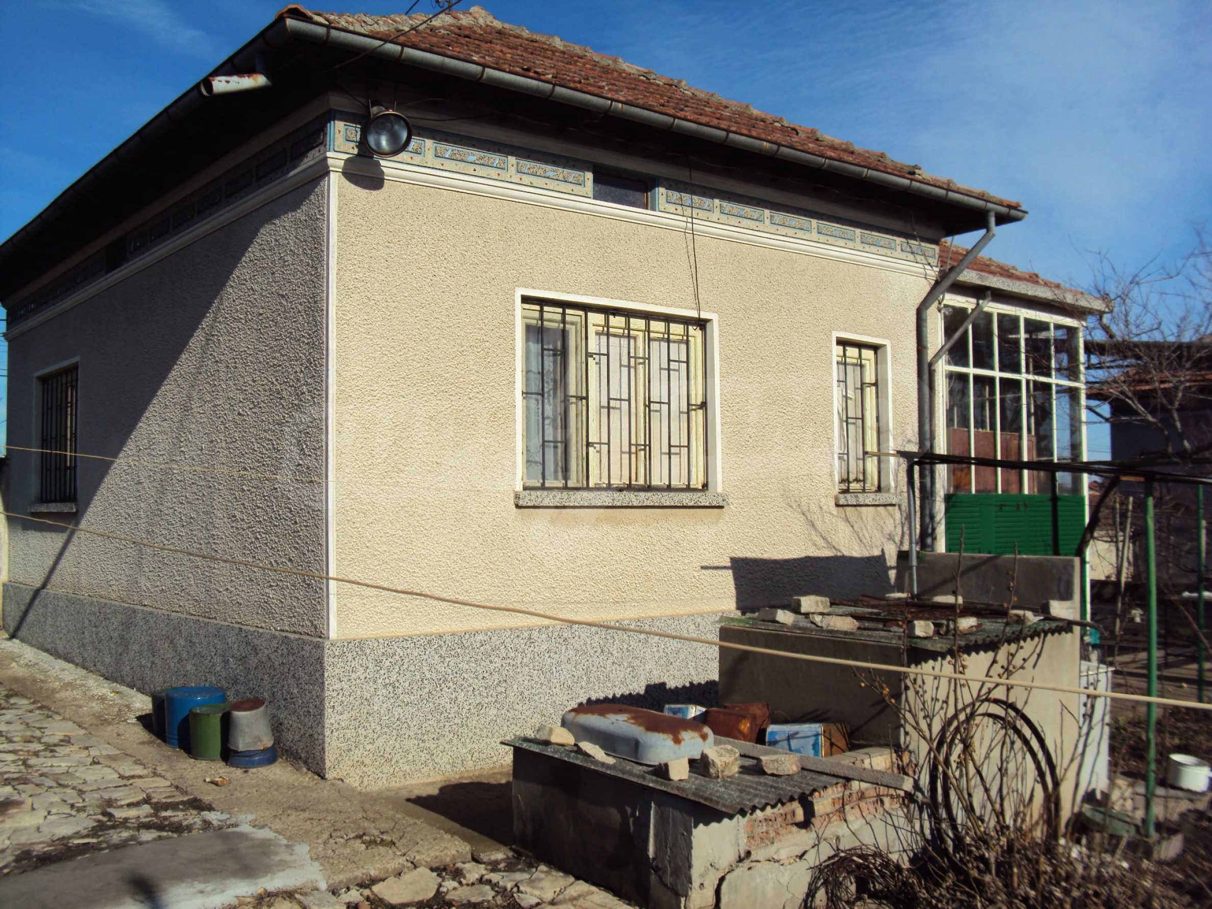 A house with a large garden not far from Polski Trambesh 1
