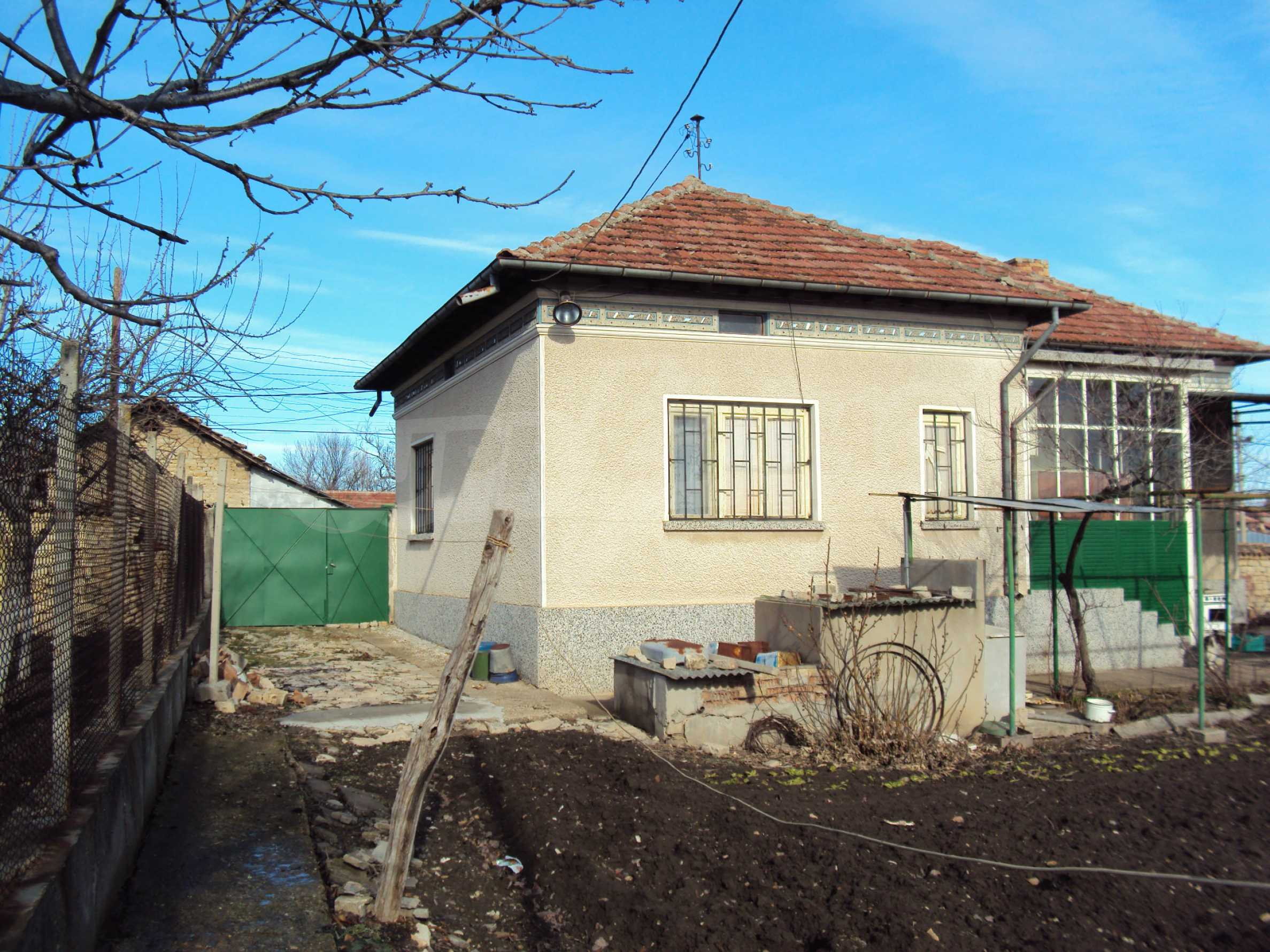 A house with a large garden not far from Polski Trambesh 29