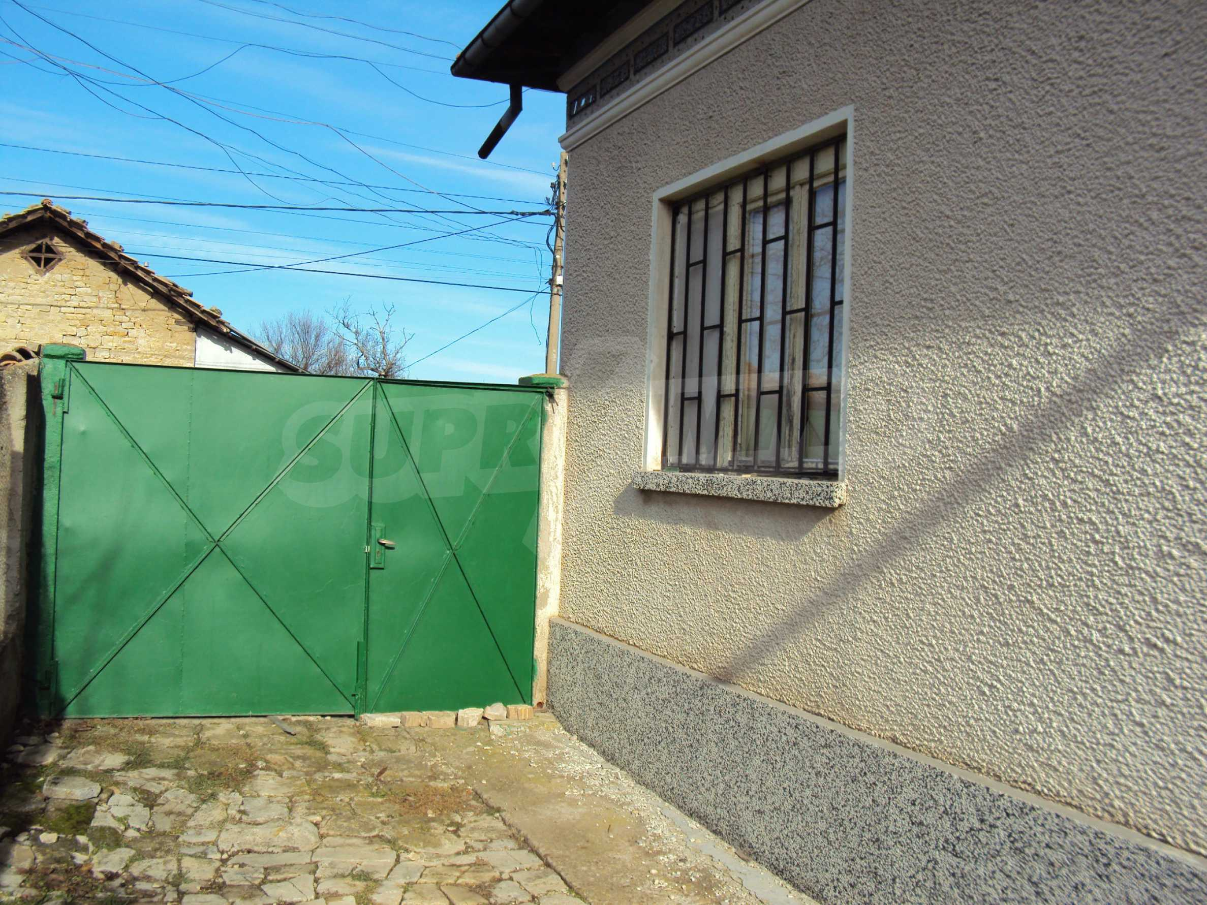 A house with a large garden not far from Polski Trambesh 30