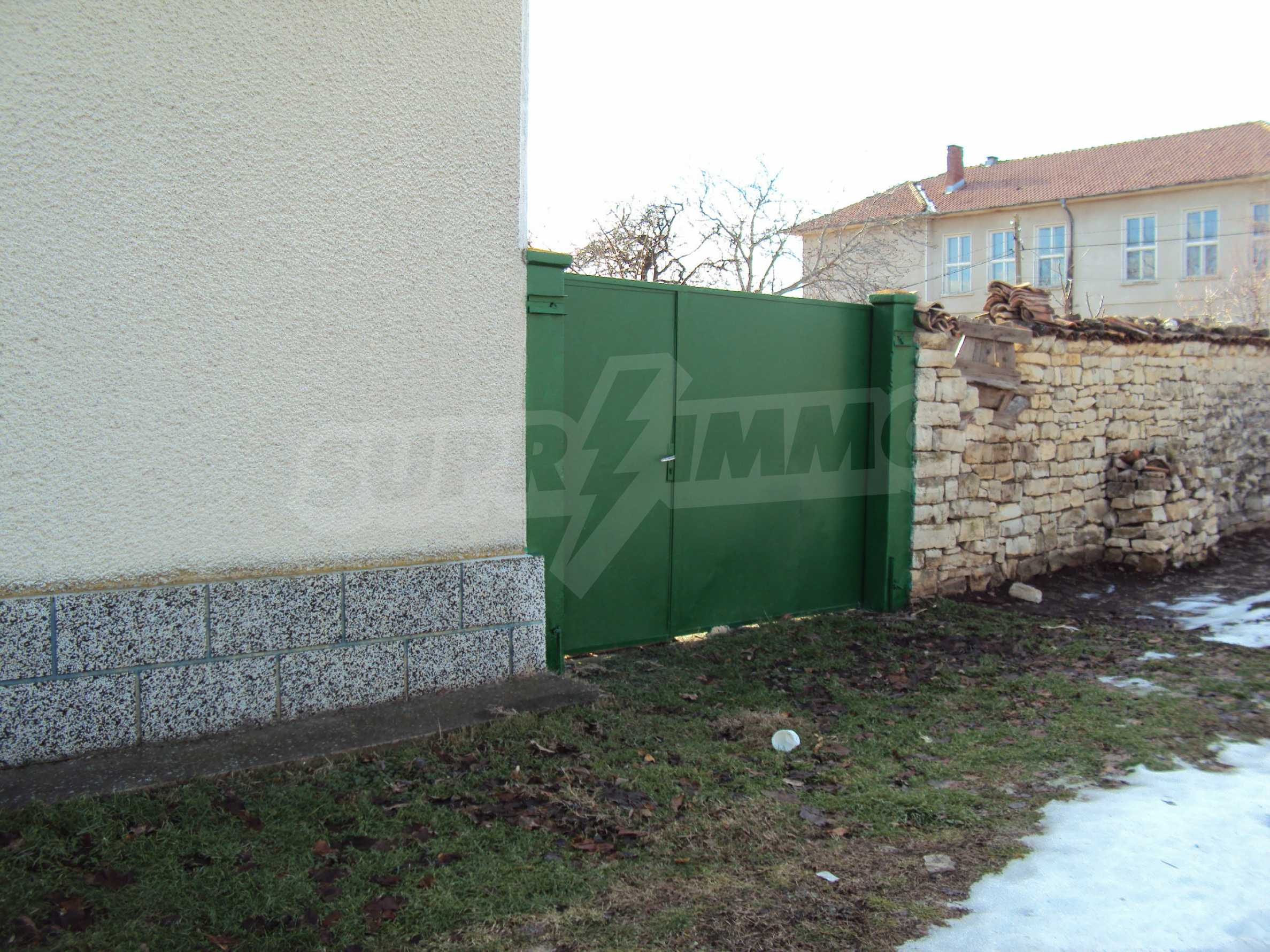 A house with a large garden not far from Polski Trambesh 33