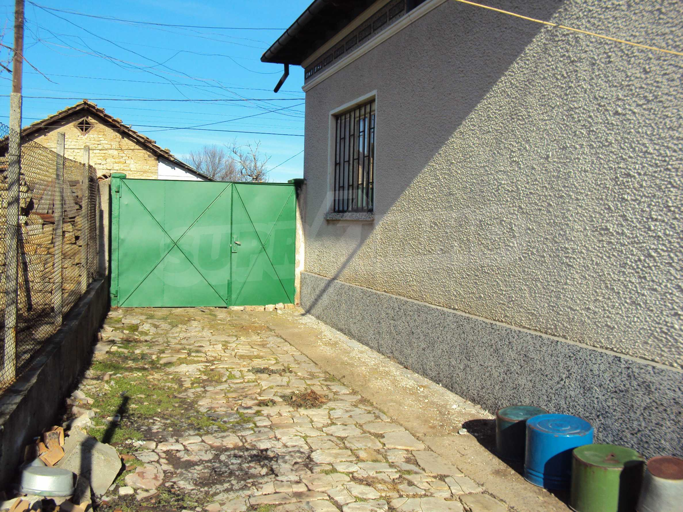 A house with a large garden not far from Polski Trambesh 7