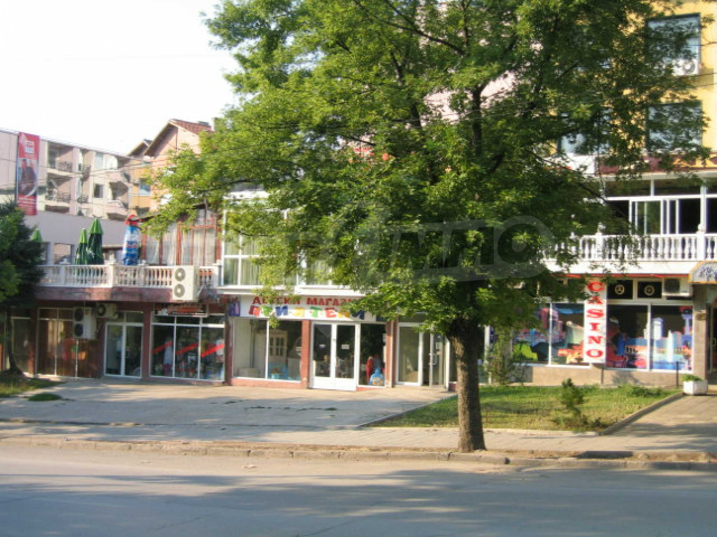 Shop with face on a main boulevard in Veliko Tarnovo 9