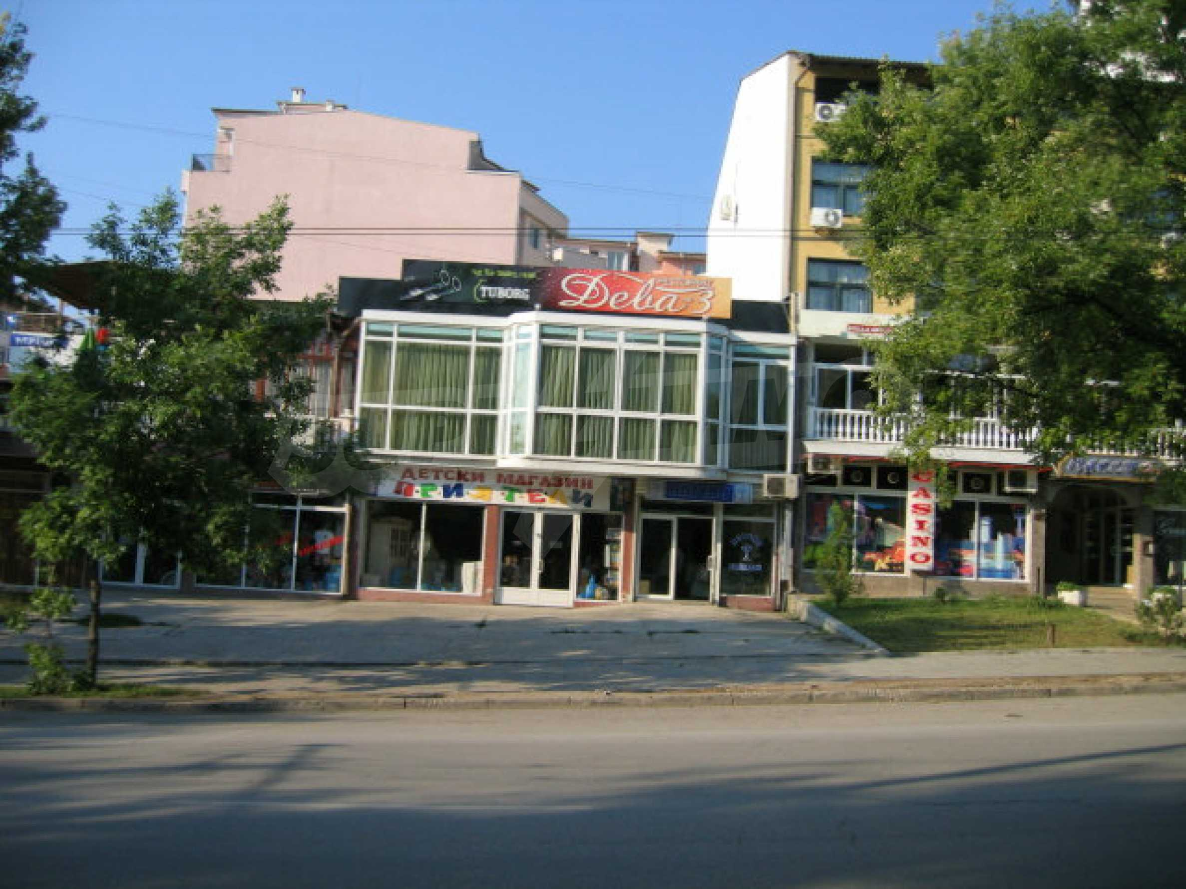 Shop with face on a main boulevard in Veliko Tarnovo 10