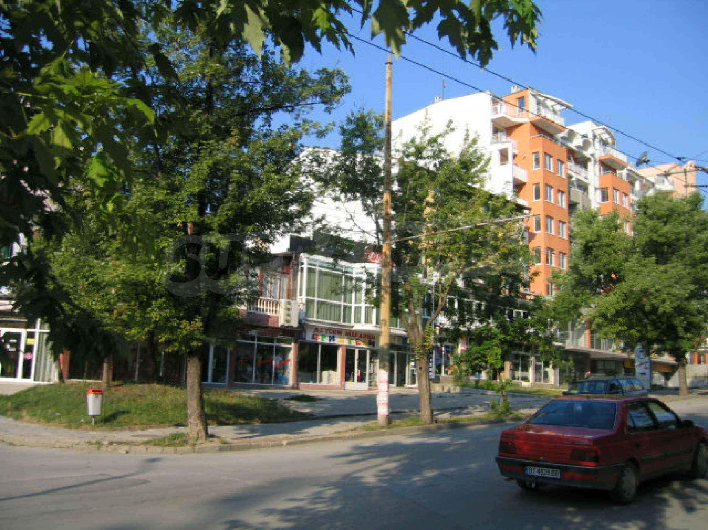 Kaufen Sie in der Haupteinkaufsstraße in Veliko Tarnovo ein 8