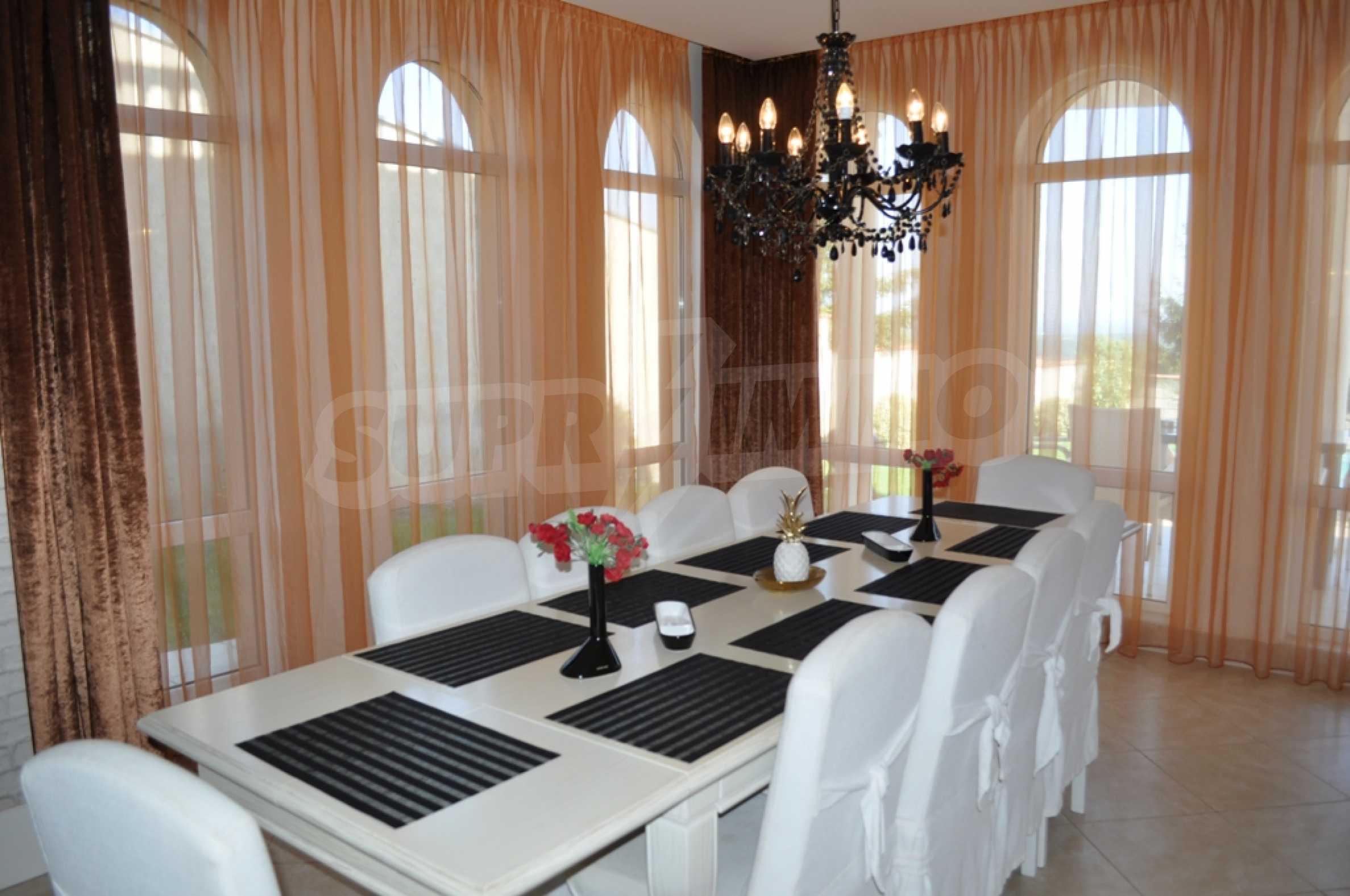 Sinatra Villa 7