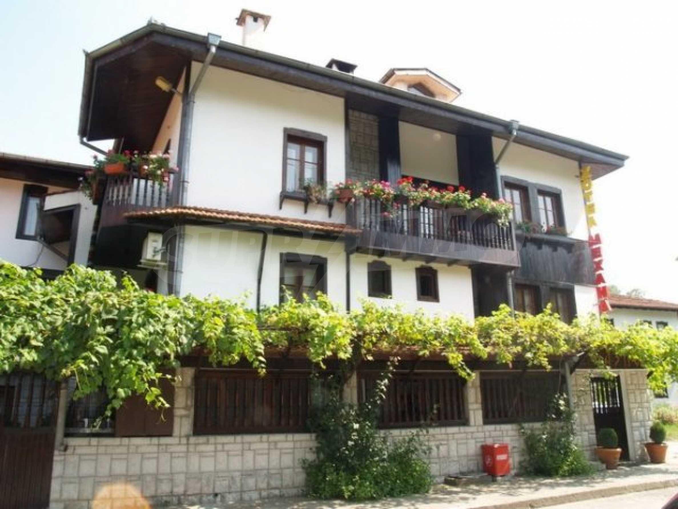 Hotelanlage mit Restaurant am Ufer des Flusses Osam in Lovech