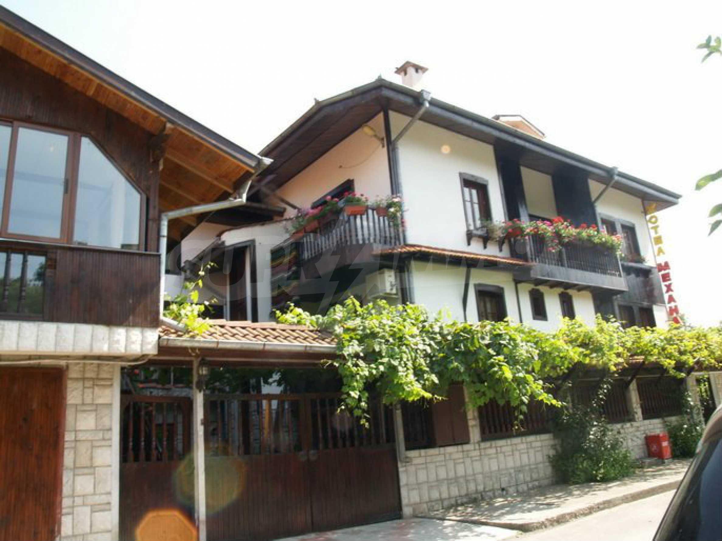 Hotelanlage mit Restaurant am Ufer des Flusses Osam in Lovech 1