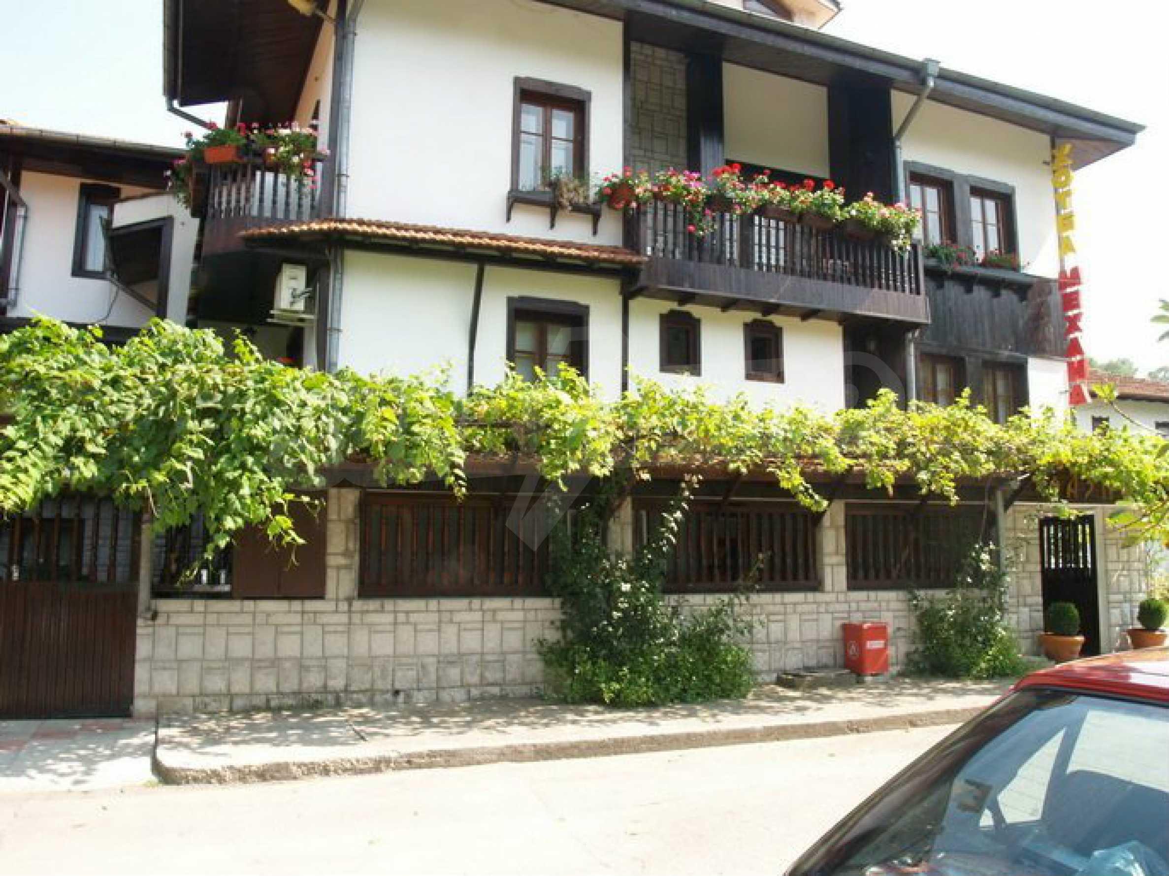 Hotelanlage mit Restaurant am Ufer des Flusses Osam in Lovech 2