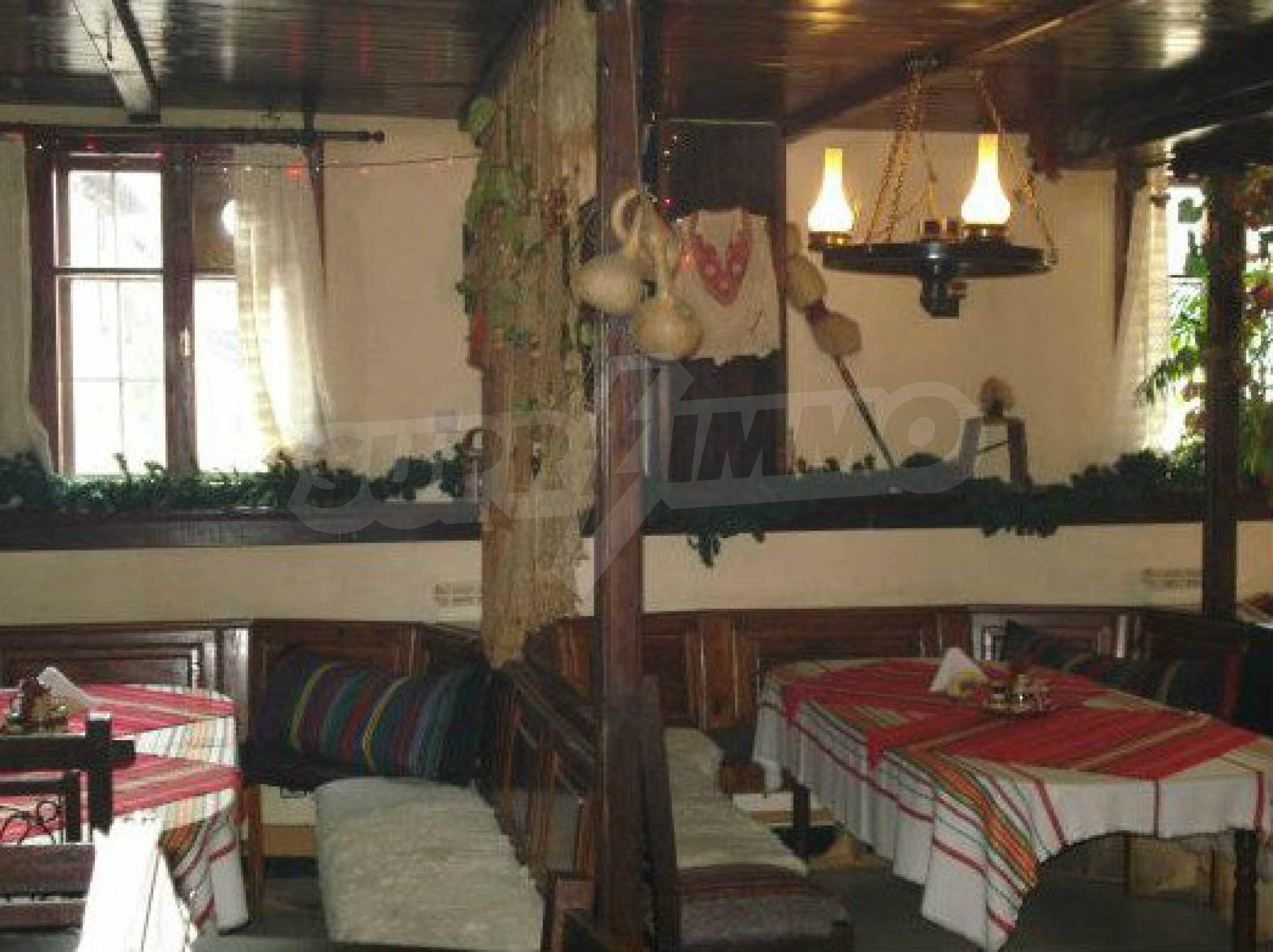 Hotelanlage mit Restaurant am Ufer des Flusses Osam in Lovech 48