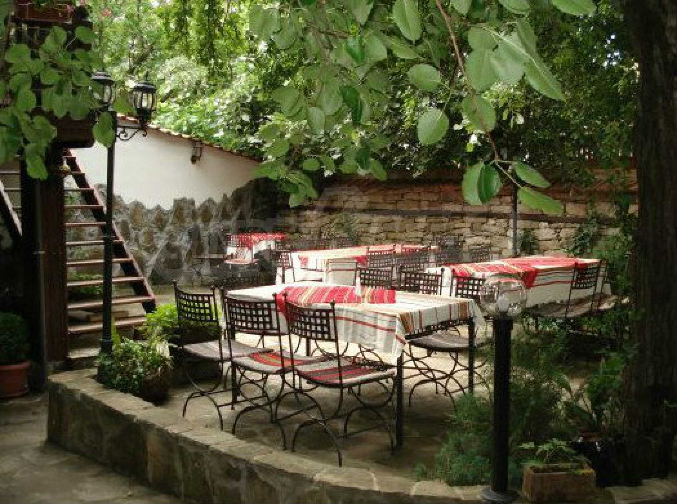 Hotelanlage mit Restaurant am Ufer des Flusses Osam in Lovech 50