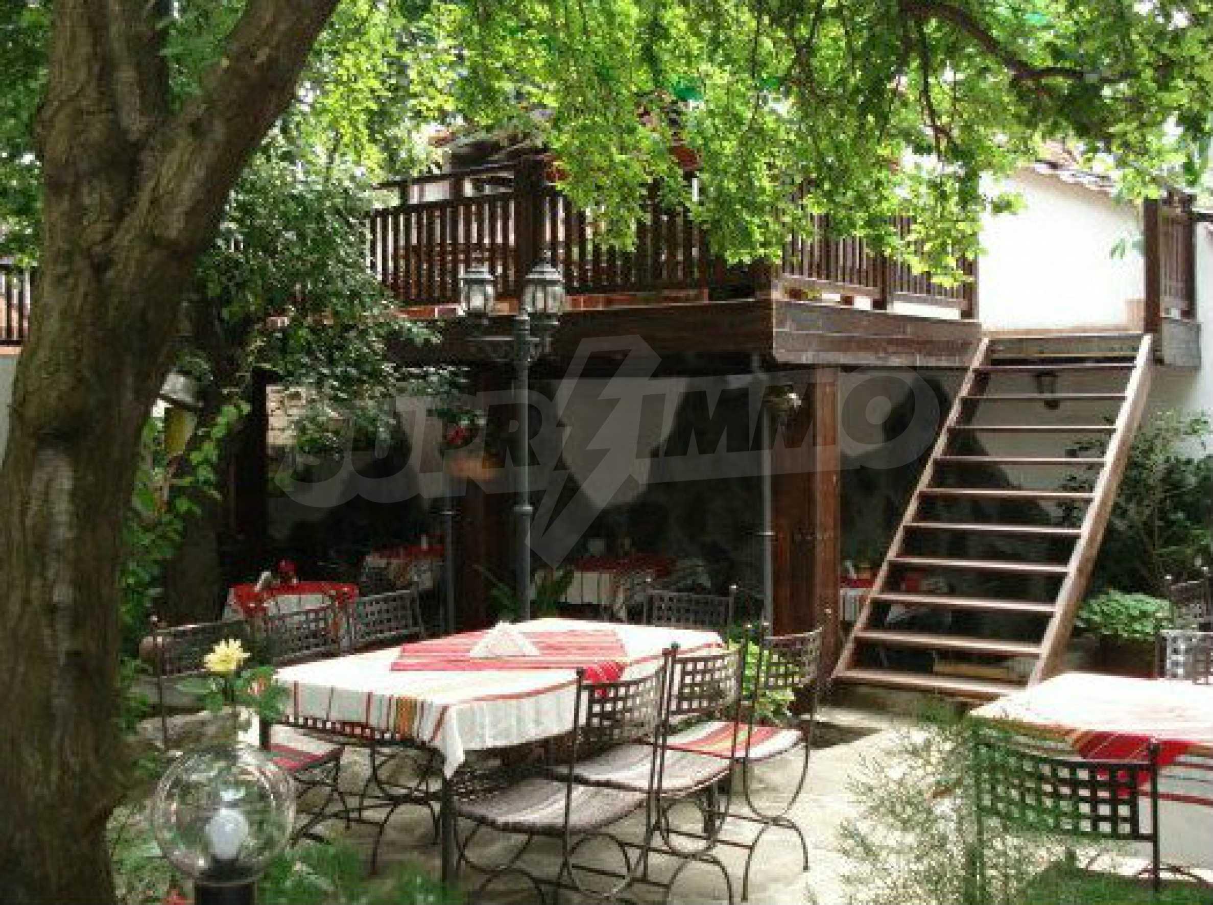 Hotelanlage mit Restaurant am Ufer des Flusses Osam in Lovech 51