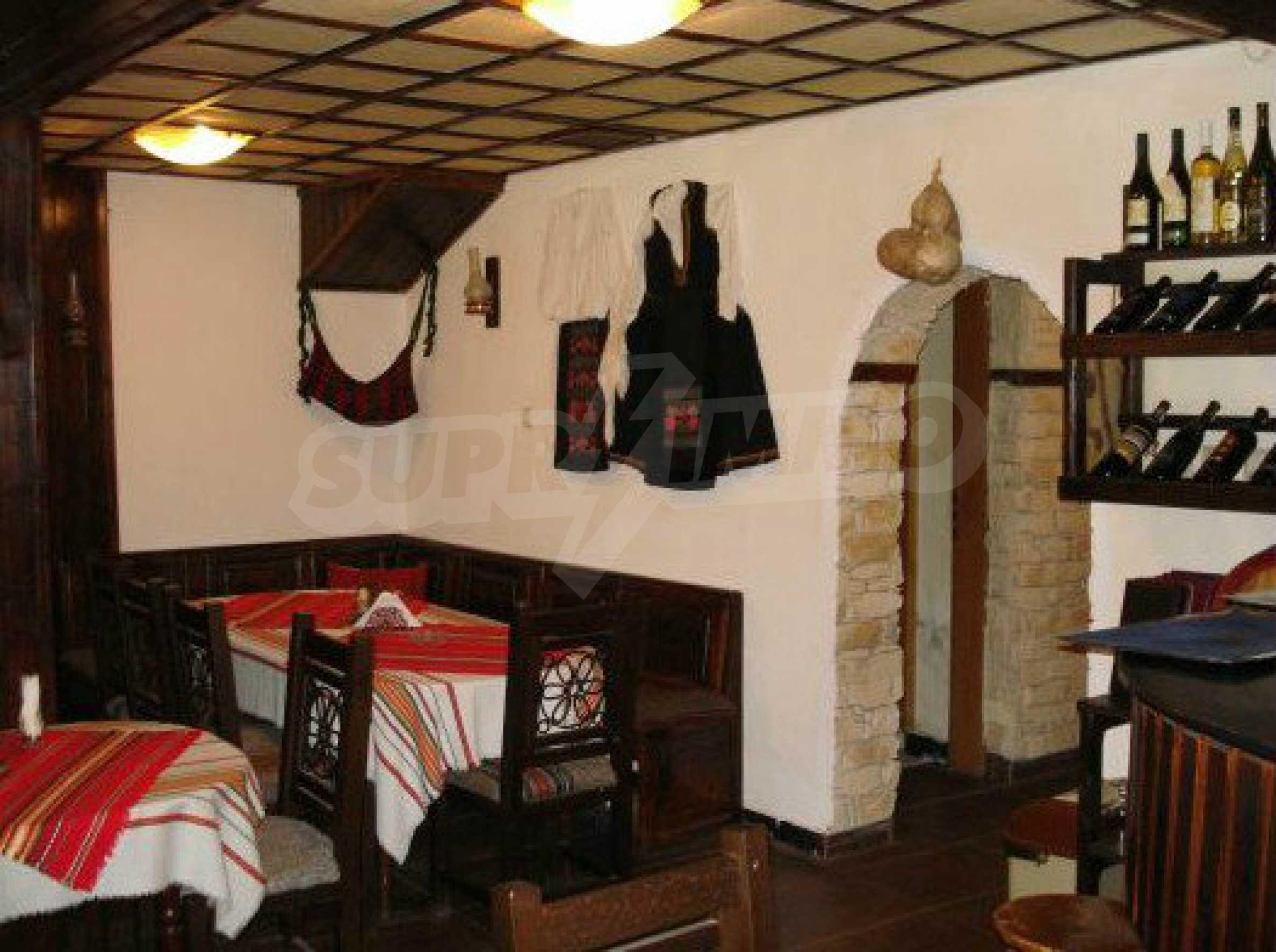 Hotelanlage mit Restaurant am Ufer des Flusses Osam in Lovech 53
