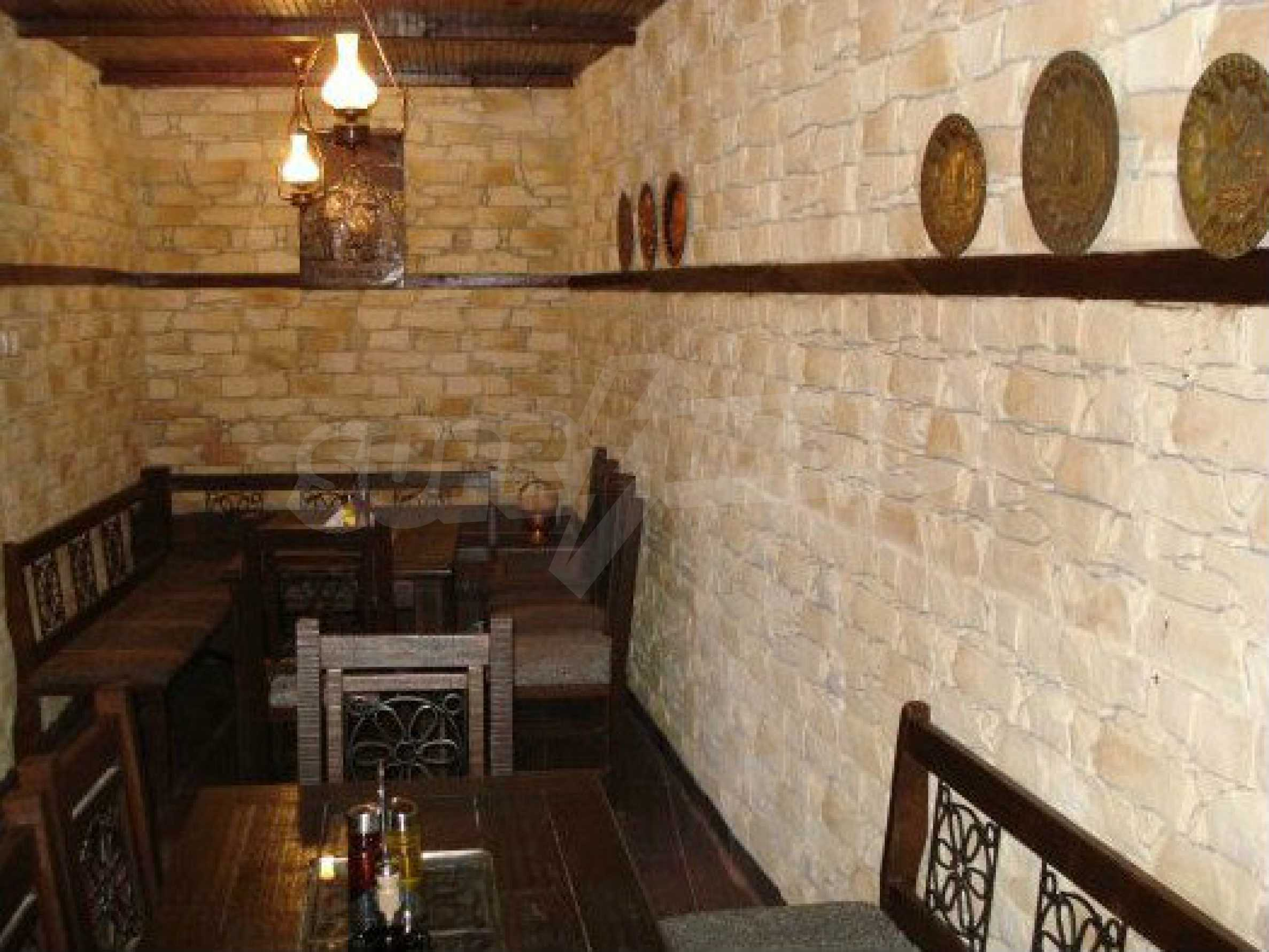 Hotelanlage mit Restaurant am Ufer des Flusses Osam in Lovech 56