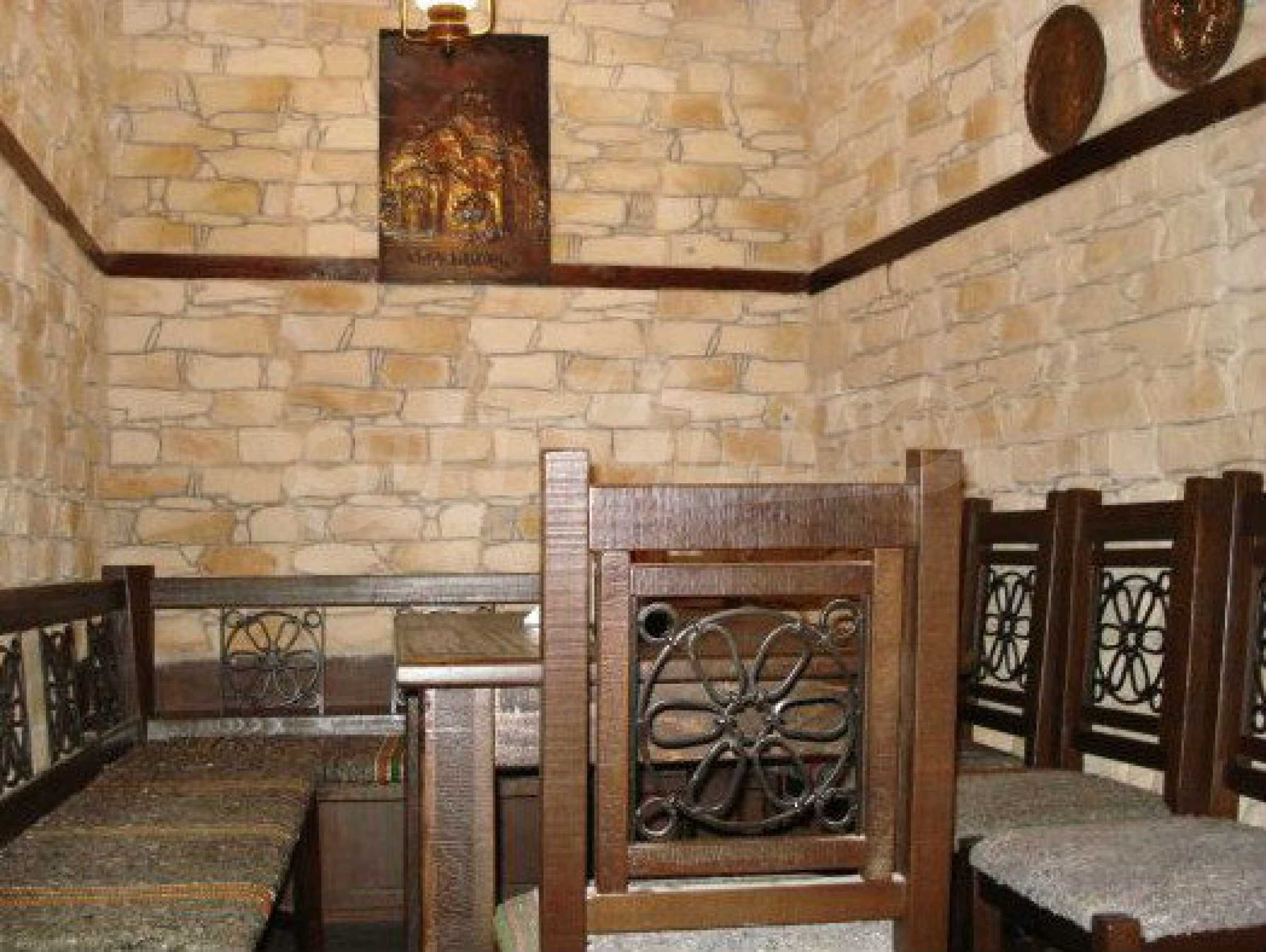 Hotelanlage mit Restaurant am Ufer des Flusses Osam in Lovech 57