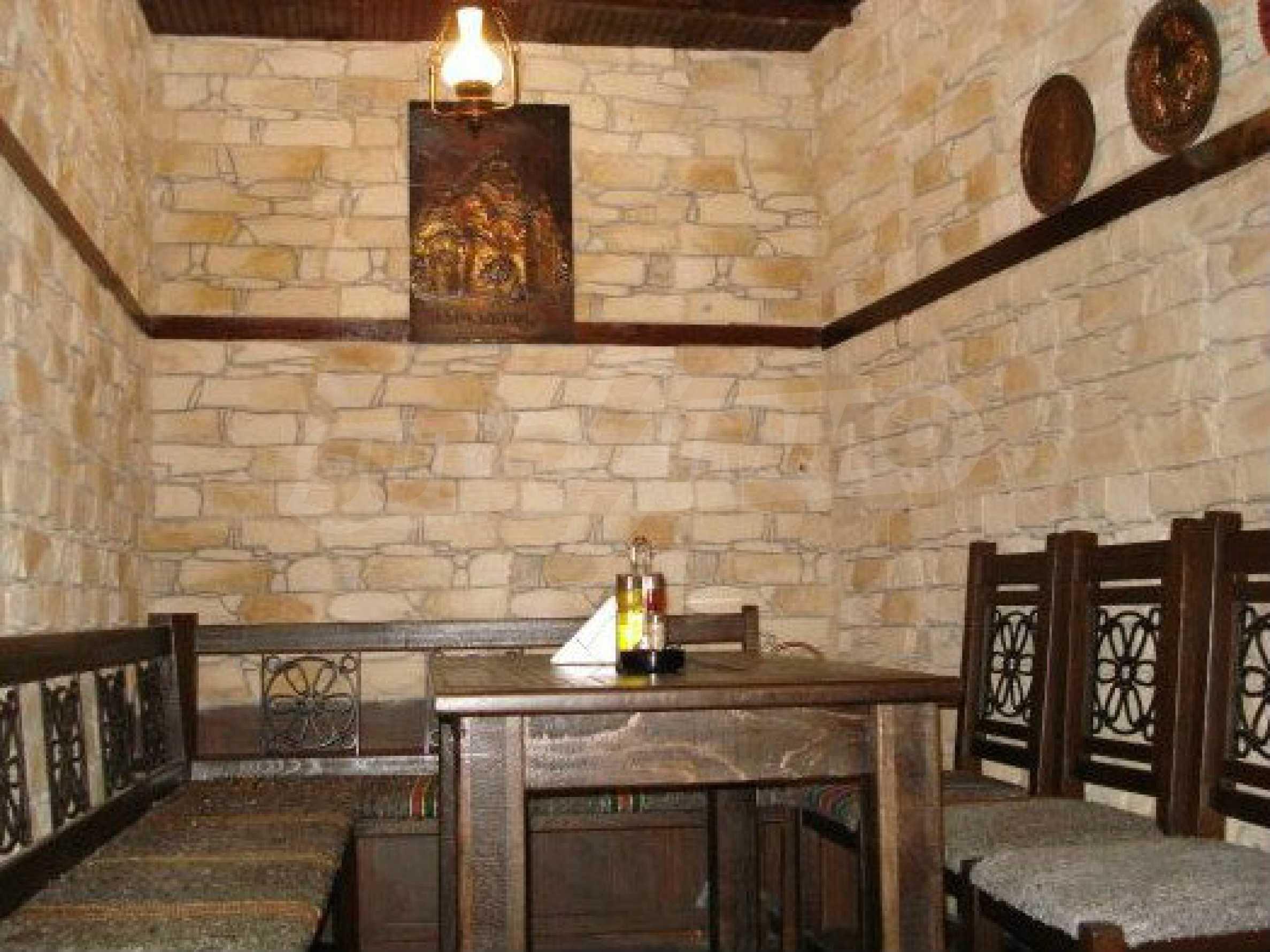 Hotelanlage mit Restaurant am Ufer des Flusses Osam in Lovech 58