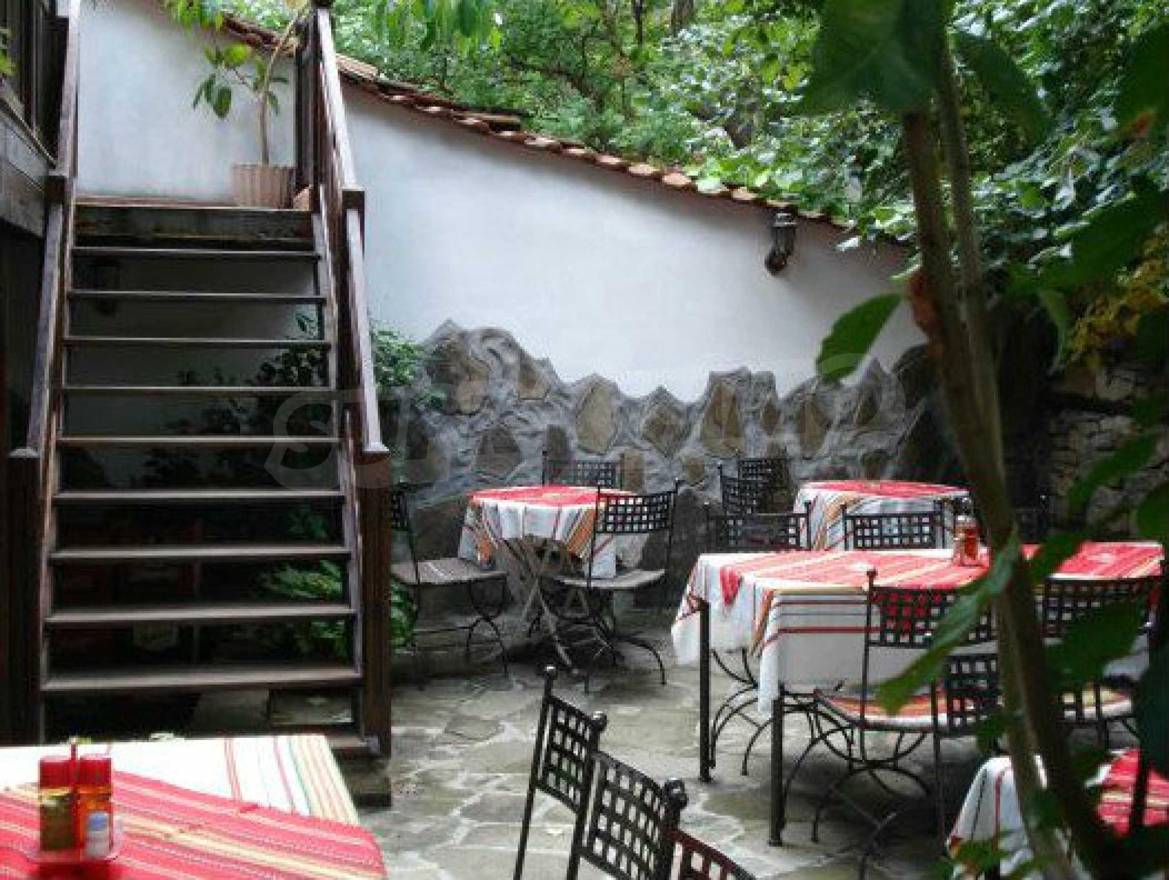 Hotelanlage mit Restaurant am Ufer des Flusses Osam in Lovech 60