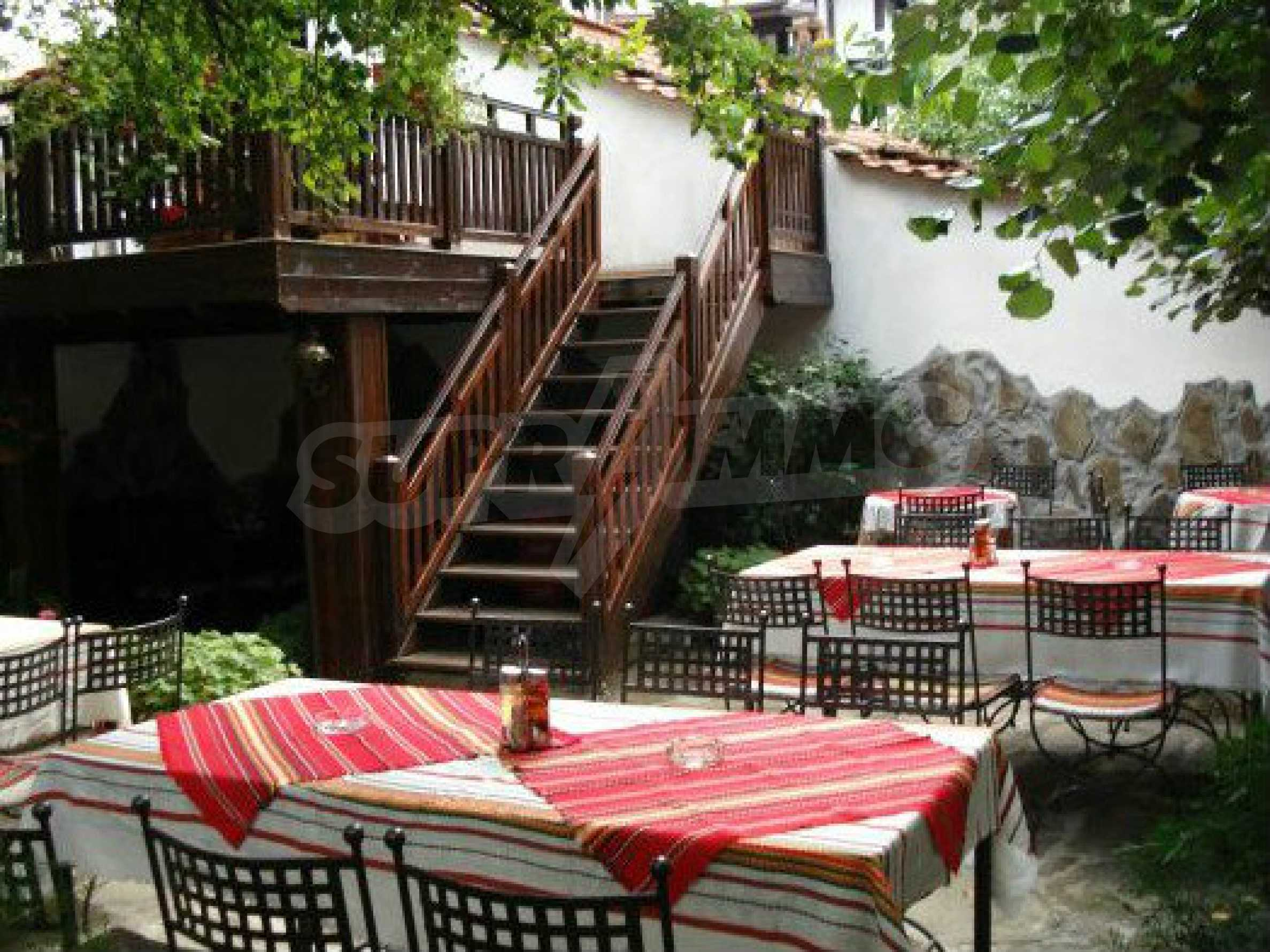 Hotelanlage mit Restaurant am Ufer des Flusses Osam in Lovech 61