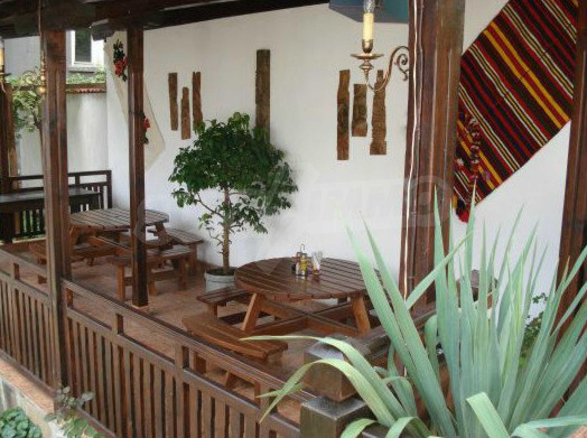 Hotelanlage mit Restaurant am Ufer des Flusses Osam in Lovech 64