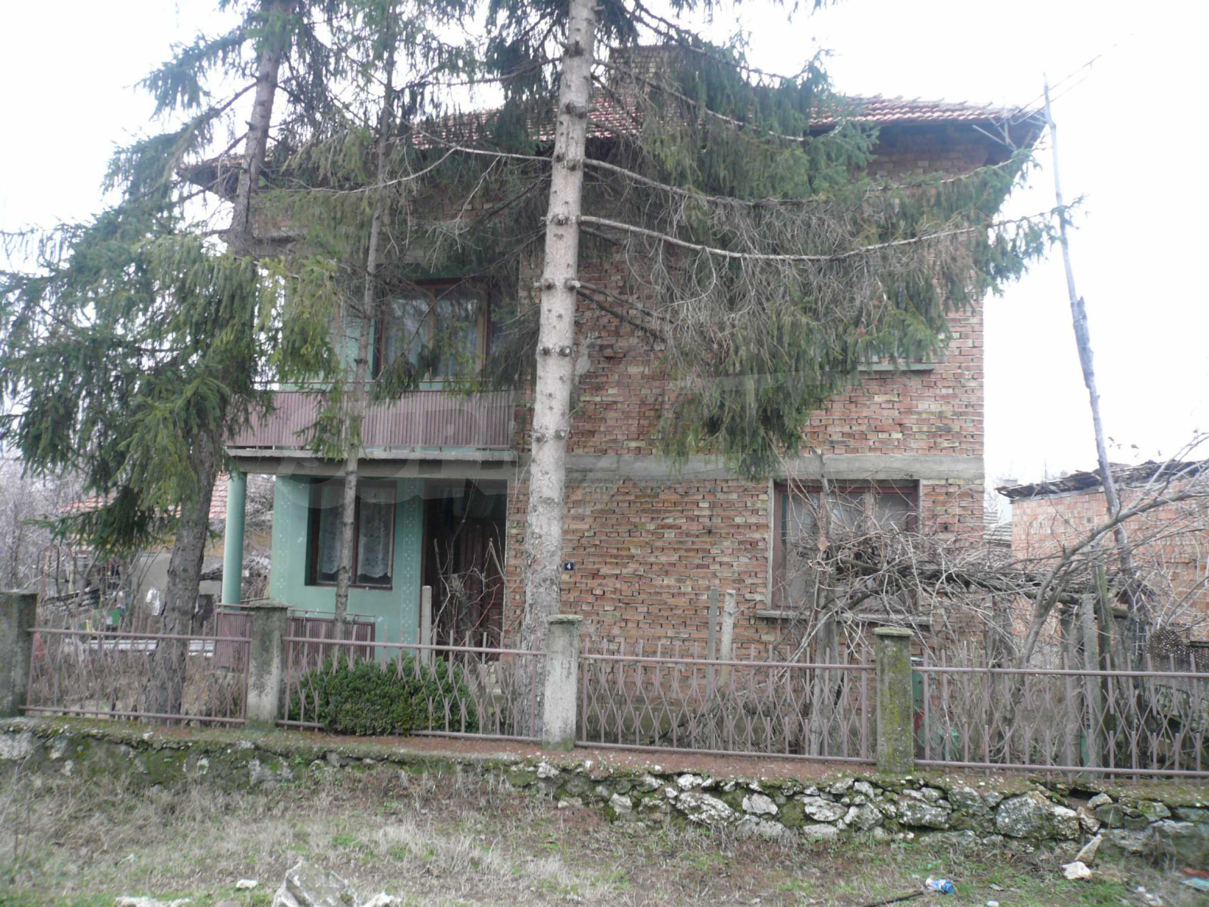 Massive 2-storey house with yard near Vidin