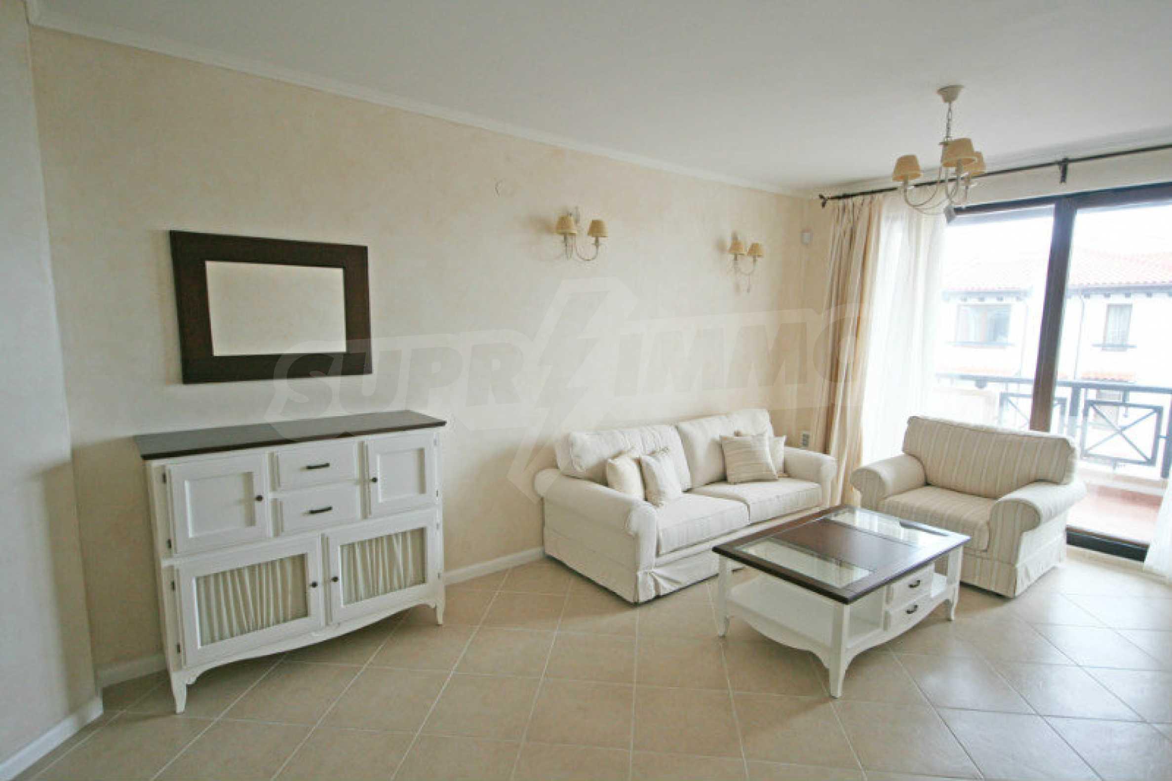 """Komfortables Apartment mit einem Schlafzimmer in einem prestigeträchtigen Komplex in der Nähe des Strandes """"Oasis"""""""