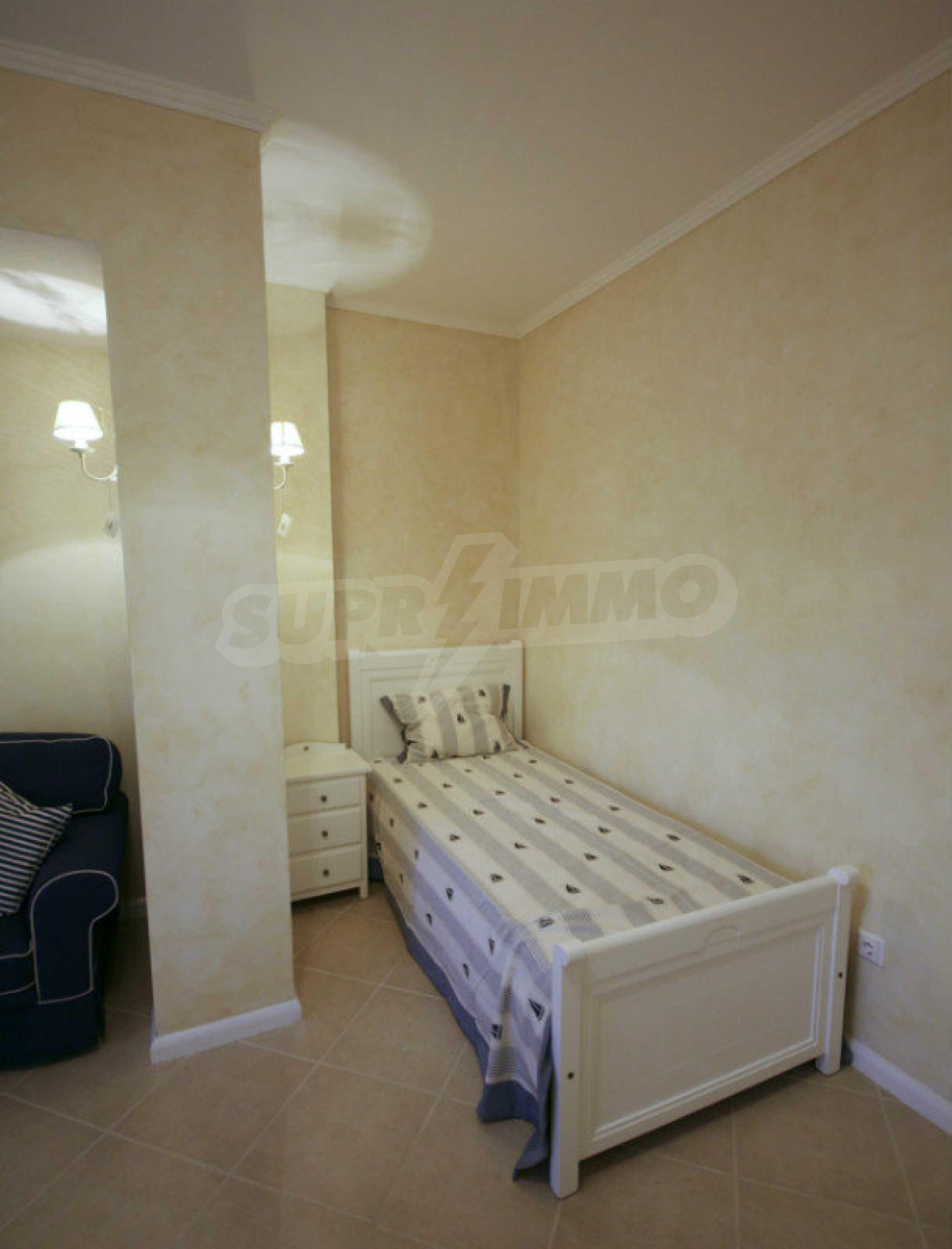 Apartment mit zwei Schlafzimmern und stilvollen Möbeln in einem Komplex in erster Linie 10