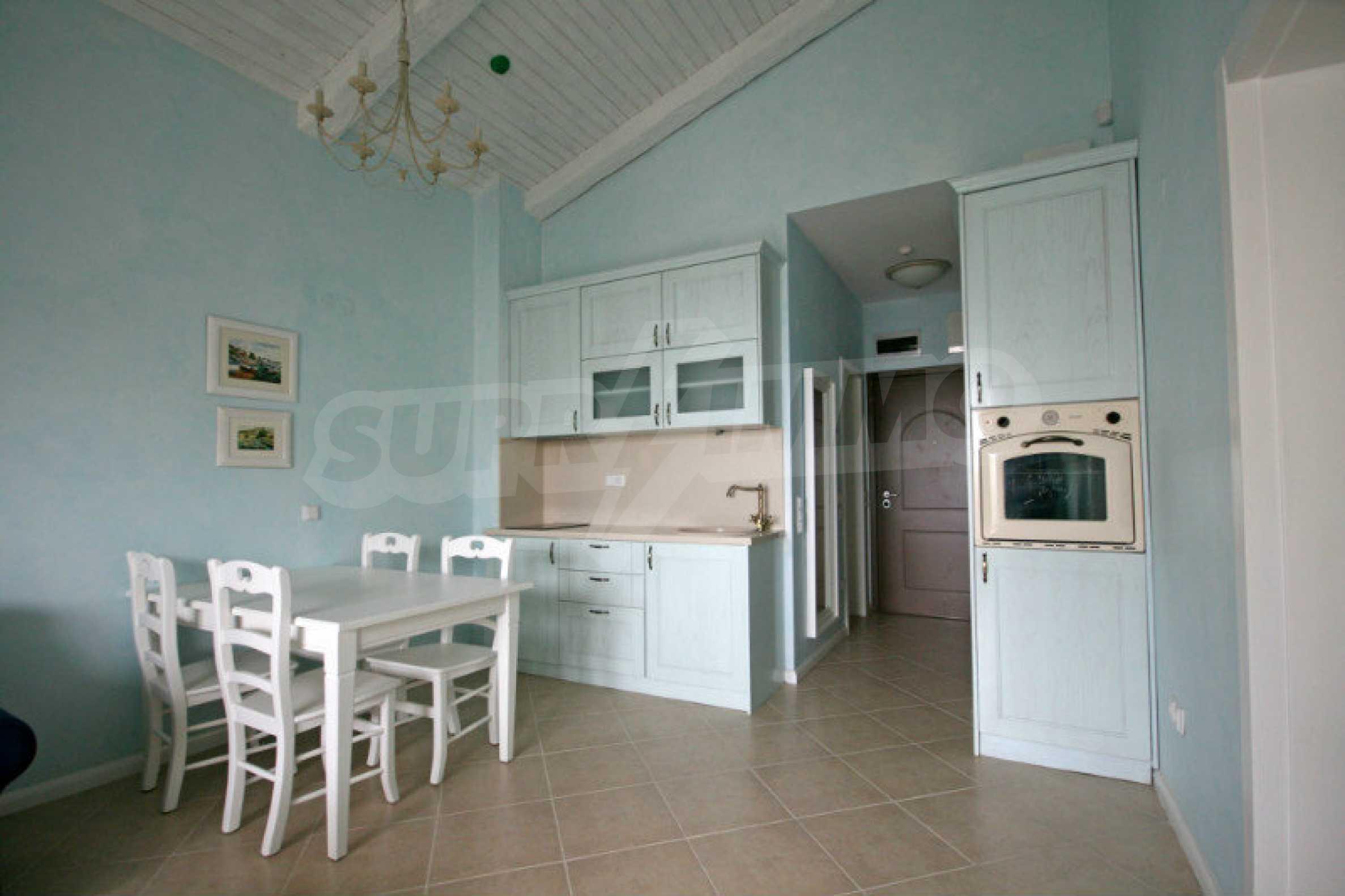 Apartment mit zwei Schlafzimmern und stilvollen Möbeln in einem Komplex in erster Linie 3