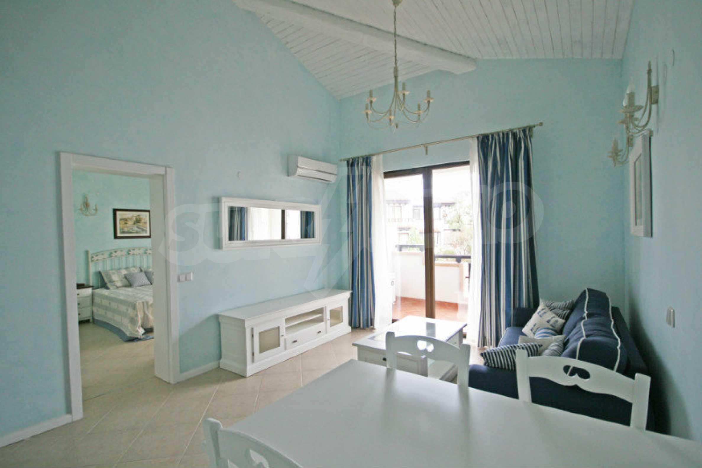 Apartment mit zwei Schlafzimmern und stilvollen Möbeln in einem Komplex in erster Linie 5