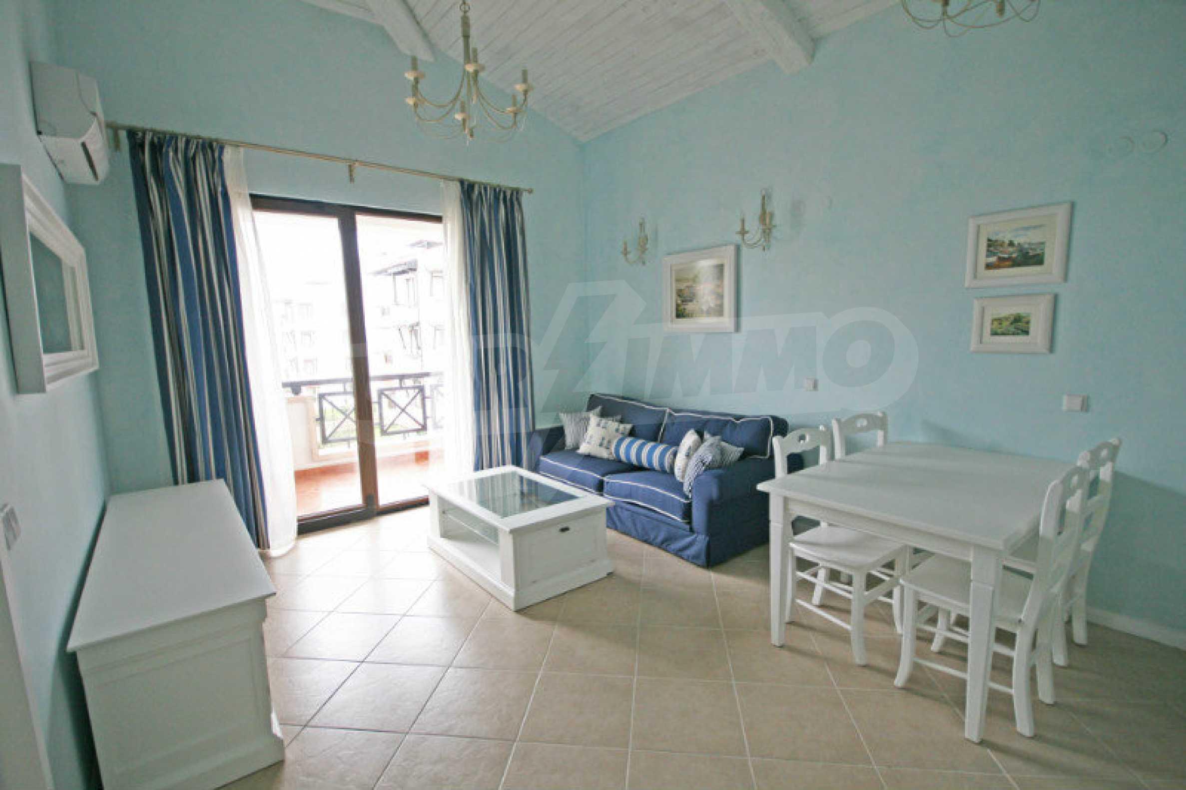 Apartment mit zwei Schlafzimmern und stilvollen Möbeln in einem Komplex in erster Linie 2