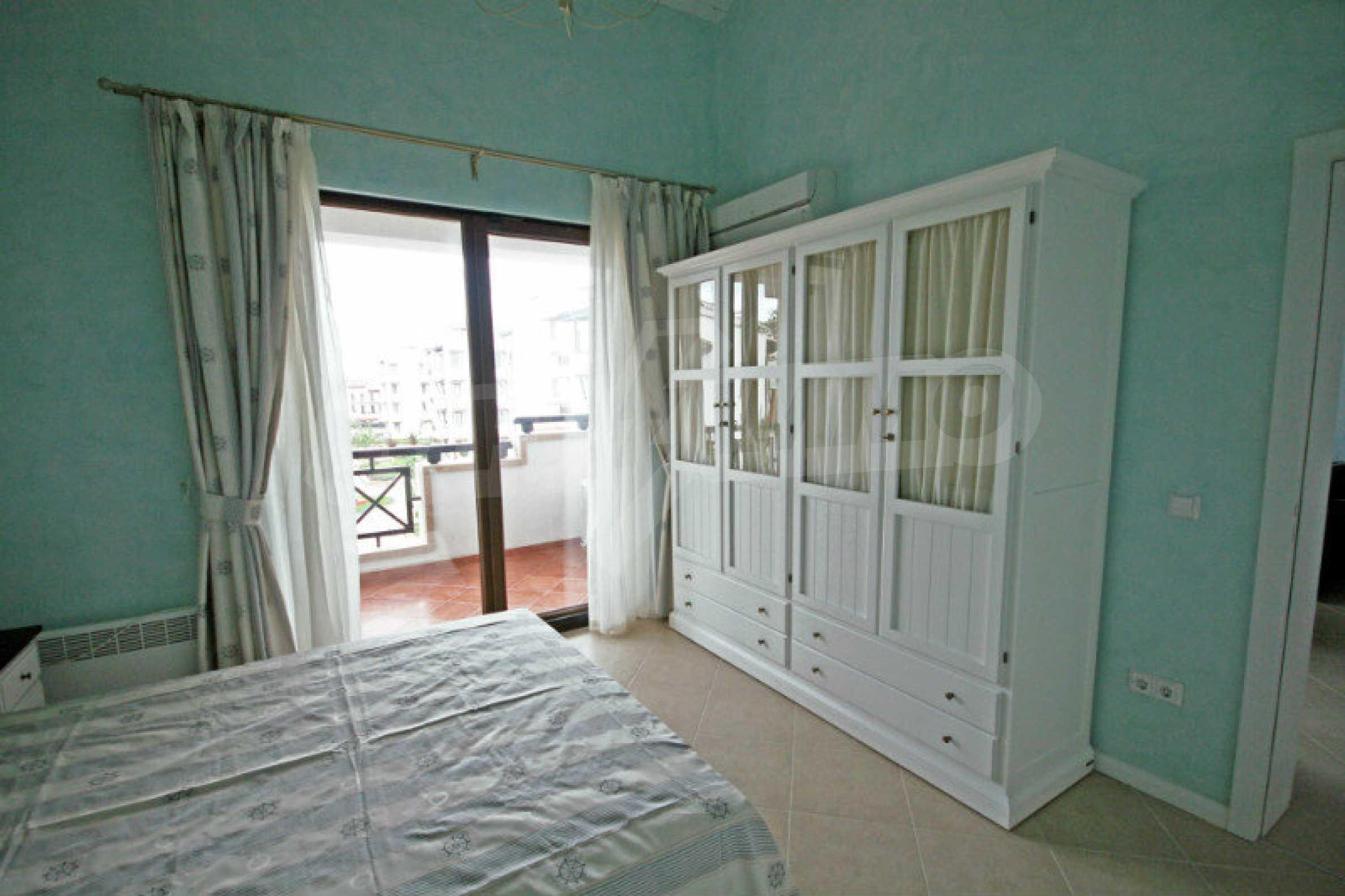 Apartment mit zwei Schlafzimmern und stilvollen Möbeln in einem Komplex in erster Linie 7