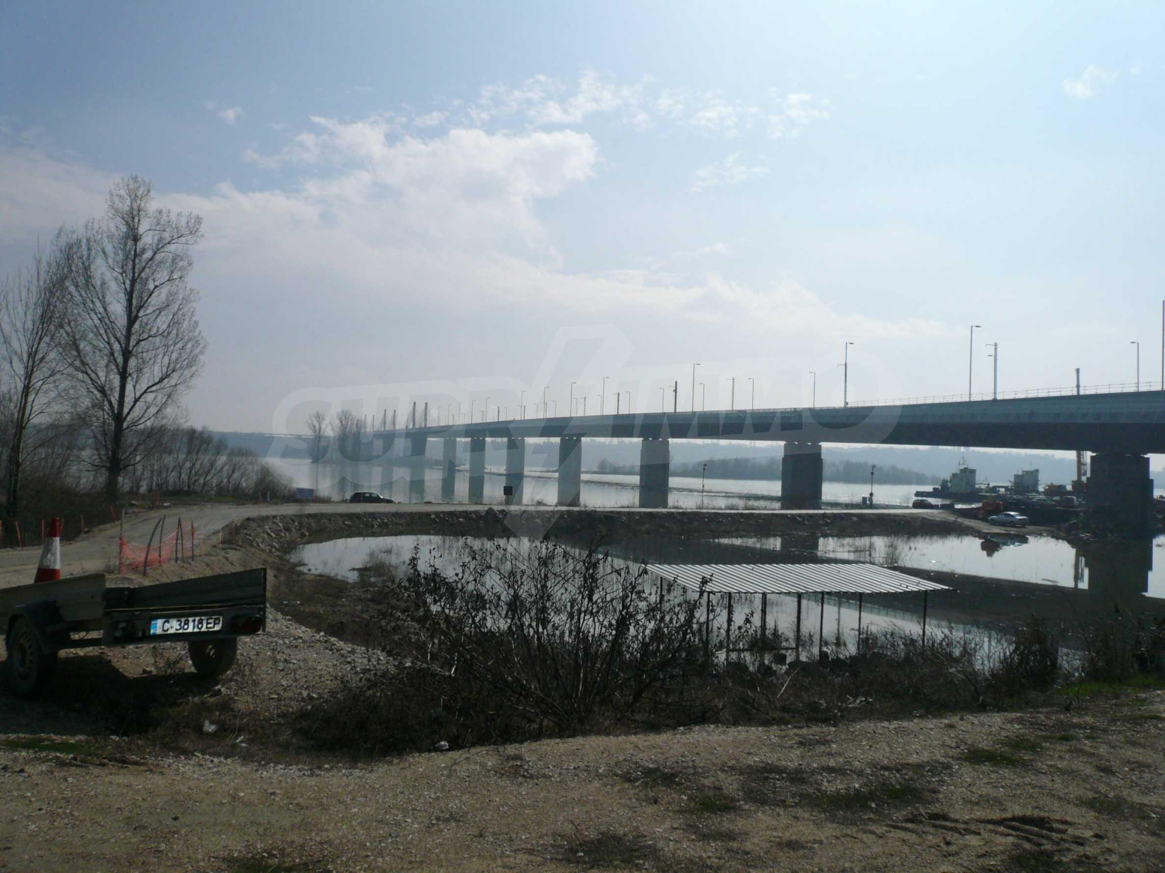 Spacious plot of investment land near the Danube Bridge 2
