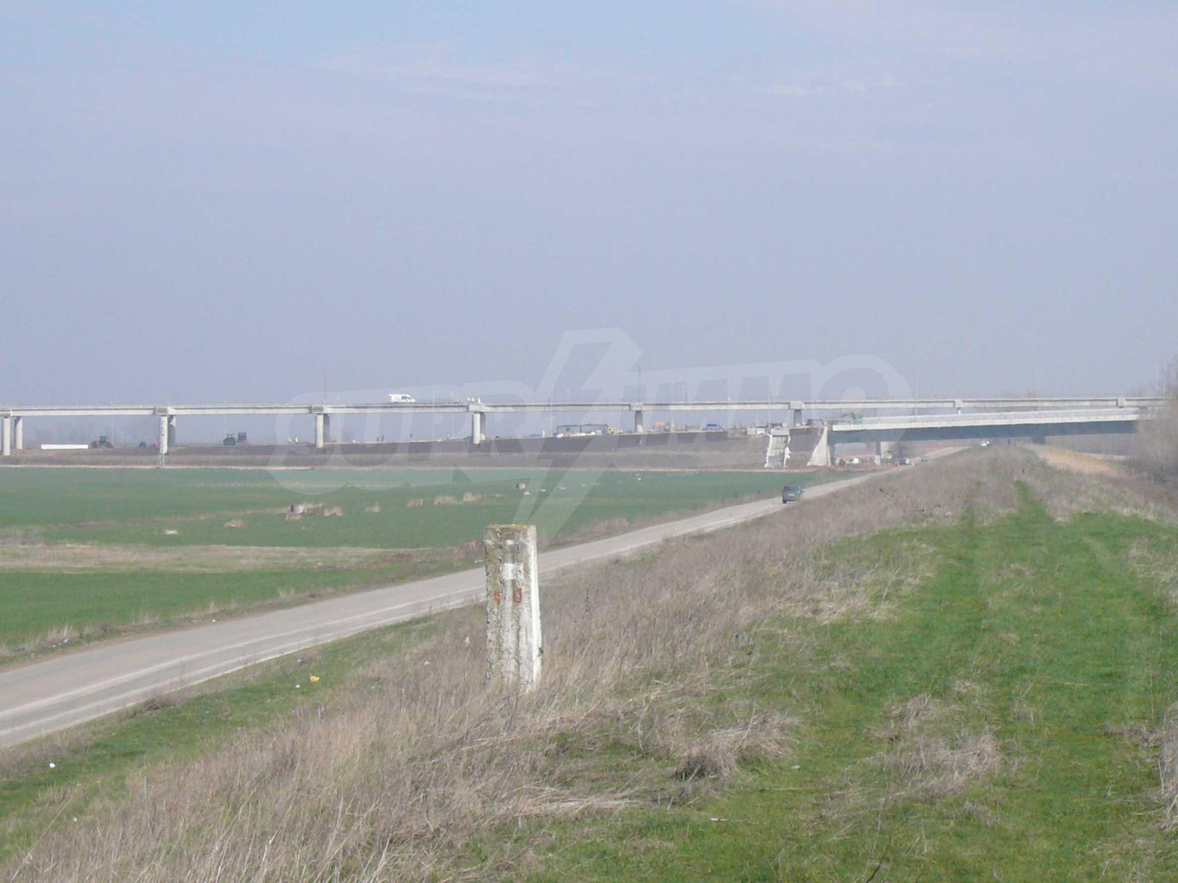 Spacious plot of investment land near the Danube Bridge 2 2