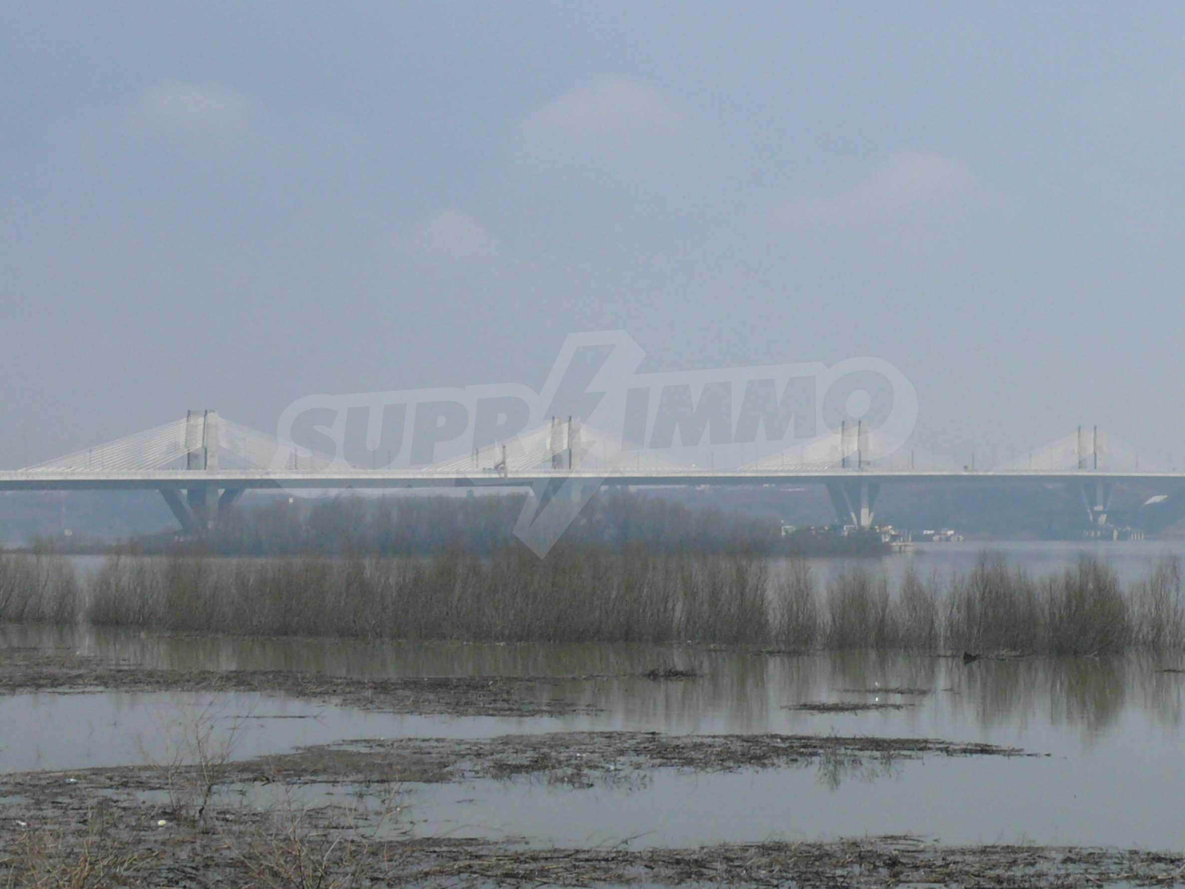 Spacious plot of investment land near the Danube Bridge 2 3