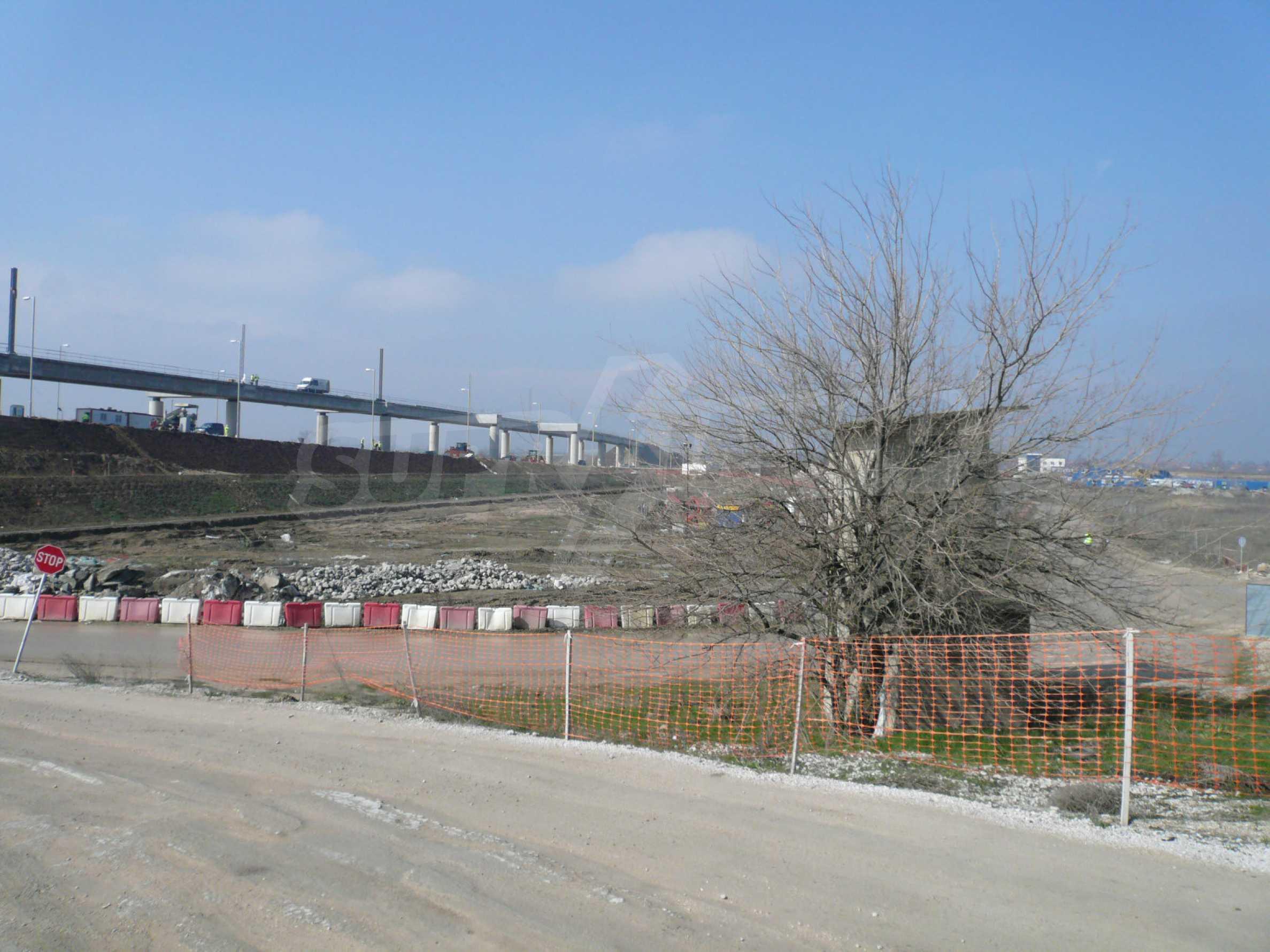 Spacious plot of investment land near the Danube Bridge 2 4