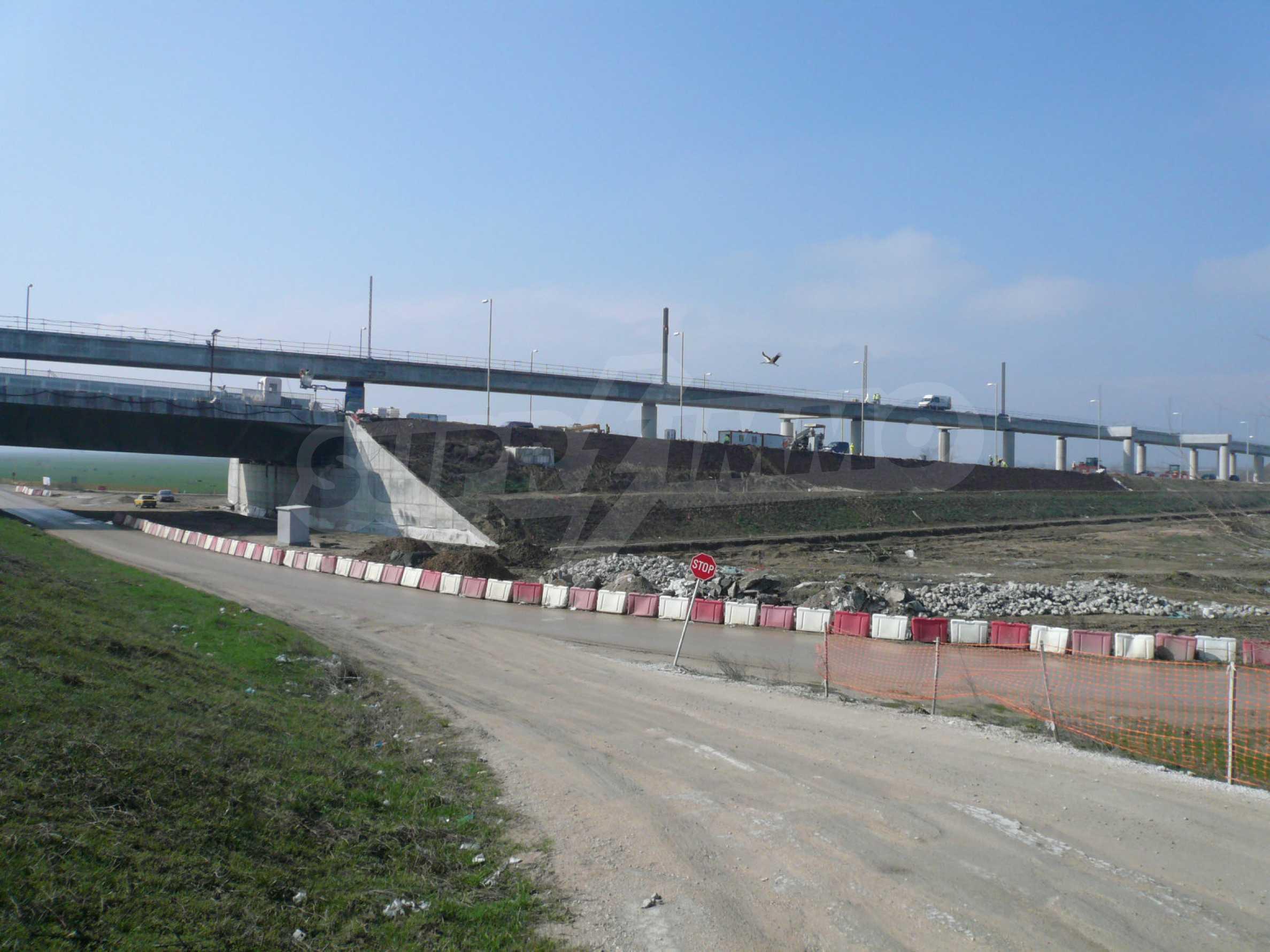 Spacious plot of investment land near the Danube Bridge 2 5