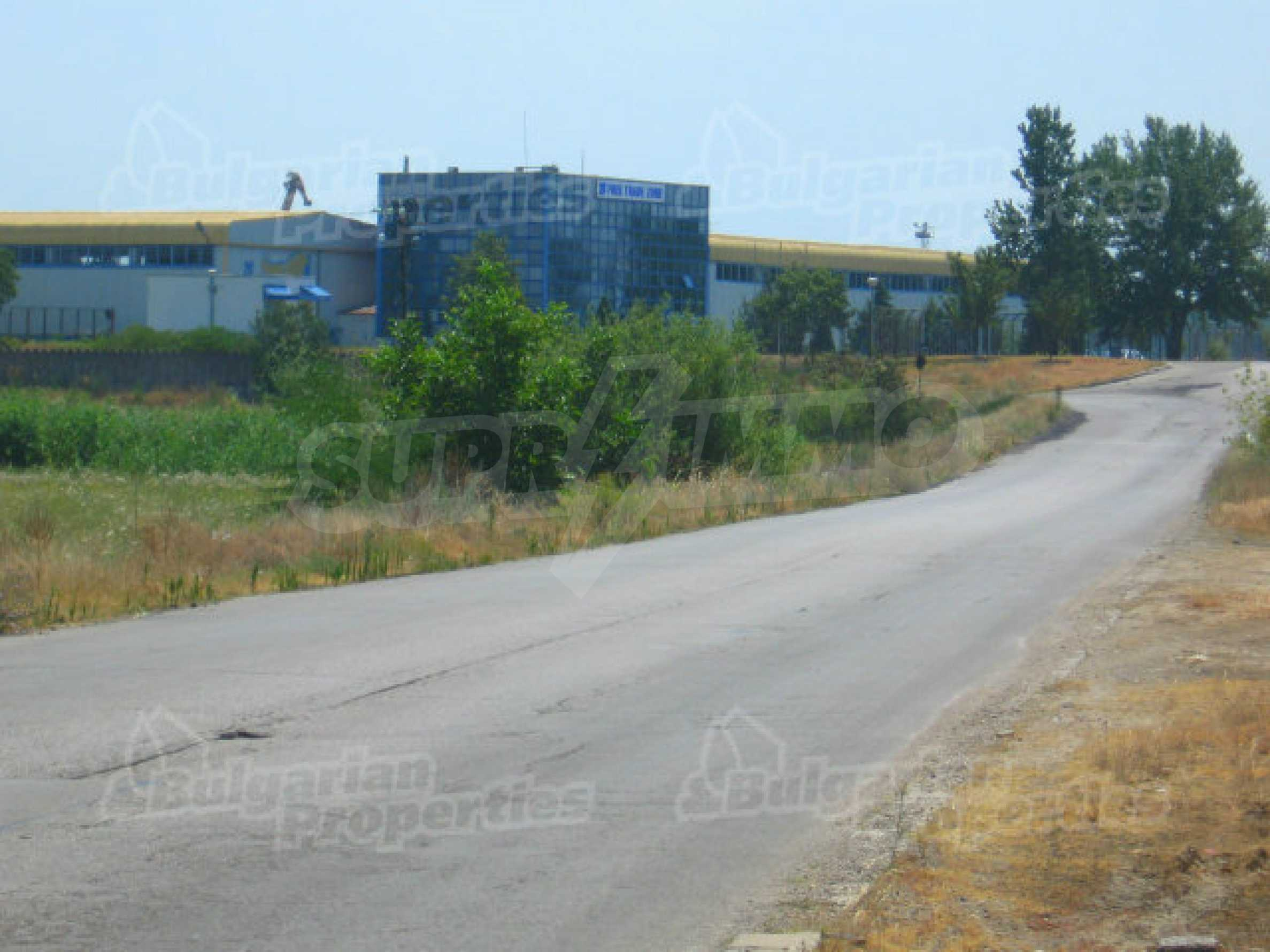 Spacious plot of investment land near the Danube Bridge 2 6