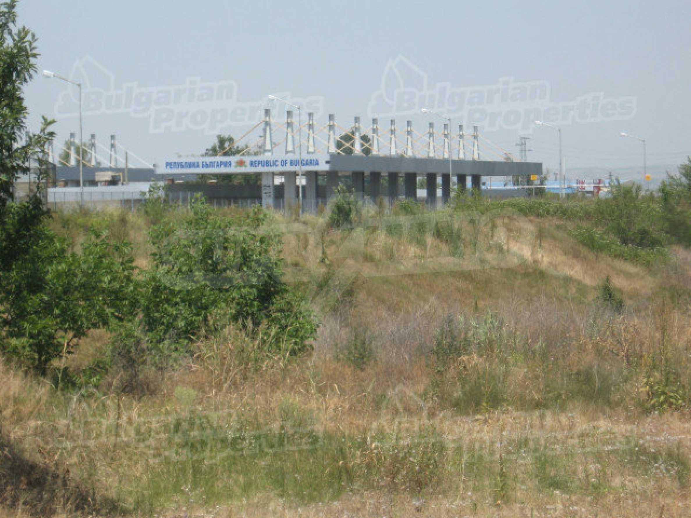 Spacious plot of investment land near the Danube Bridge 2 8
